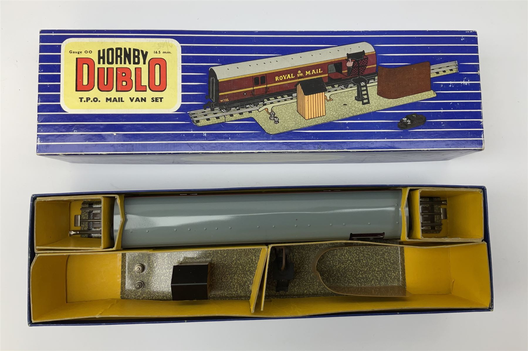 Hornby Dublo - Breakdown Crane No.4062 with screw jacks in plain red box with end label; D1 Girder B - Image 10 of 11