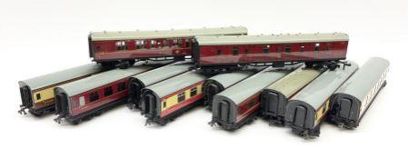 Hornby Dublo - eleven unboxed coaches including corridor coaches