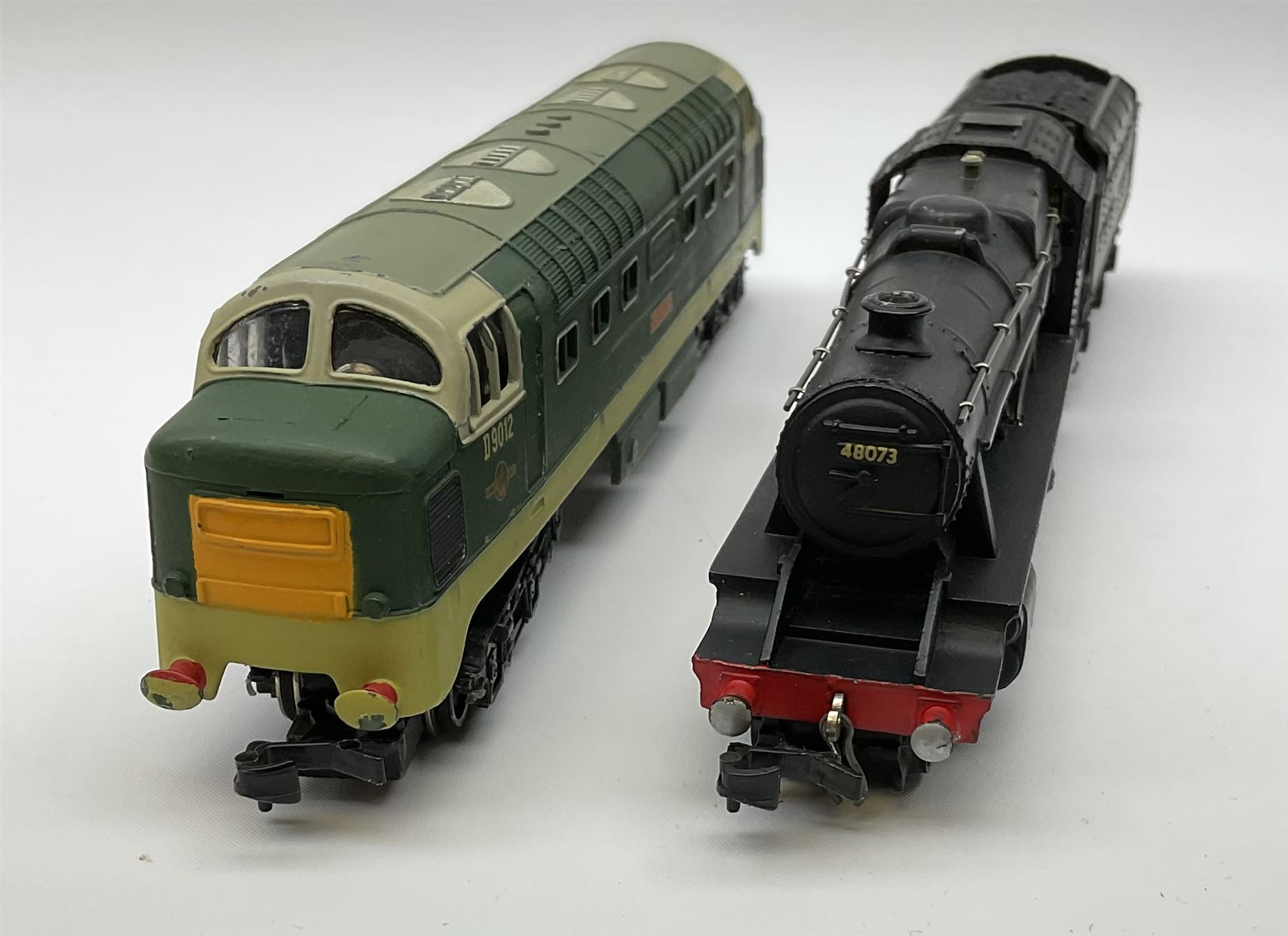 Hornby Dublo - two-rail 2224 Class 8F 2-8-0 locomotive No.48073 with instructions; and 2234 Deltic T - Image 2 of 7