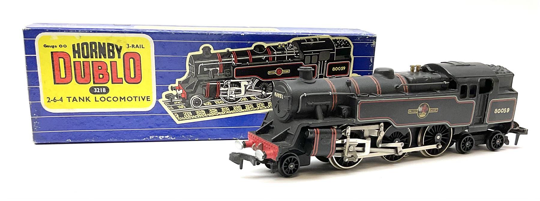 Hornby Dublo - three-rail 4MT Standard 2-6-4 Tank locomotive No.80059 with totems facing forward - Image 2 of 6