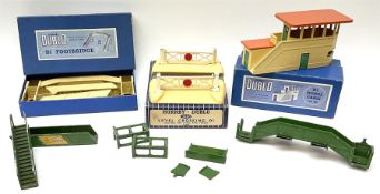 Hornby Dublo - 3460 D1 Plastic Level Crossing suitable for three-rail track; D1 Signal Cabin with or