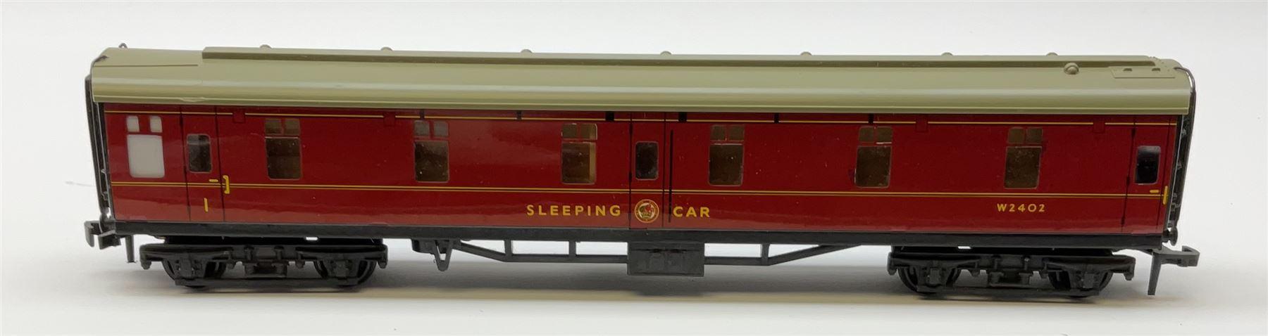 Hornby Dublo - 4075 Passenger Brake Van B.R.; 4078 Composite Sleeping Car B.R.; 4082 Suburban Coach - Image 3 of 5