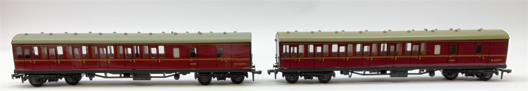 Hornby Dublo - four Suburban Coaches comprising 4081 2nd Class S.R.; 4082 Brake/2nd S.R.; 4083 1st/2 - Image 2 of 4
