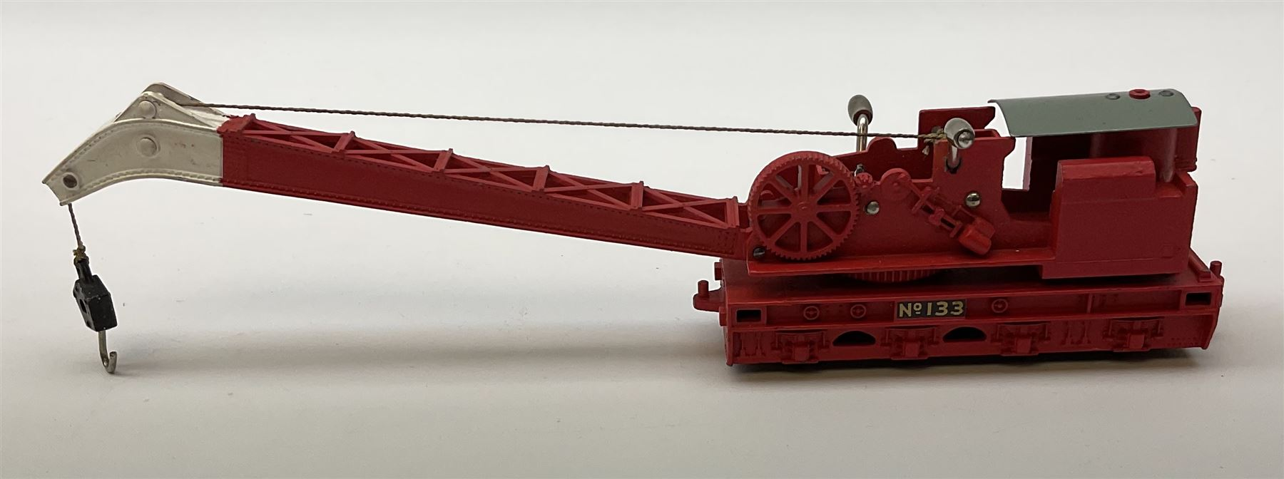 Hornby Dublo - Breakdown Crane No.4062 with screw jacks in plain red box with end label; D1 Girder B - Image 5 of 11