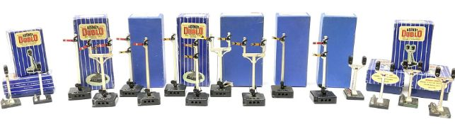 Hornby Dublo - fifteen electric semaphore signals comprising three ED1 Single Arm; two ED2 Double Ar