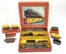 Hornby '0' gauge - Tank Goods Set No.45 with No.40 type 0-4-0 tank locomotive No.82011