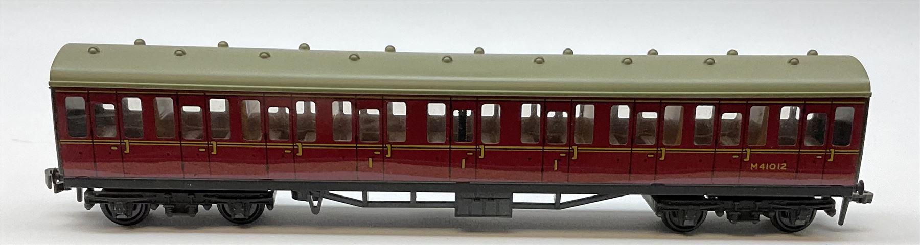 Hornby Dublo - 4075 Passenger Brake Van B.R.; 4078 Composite Sleeping Car B.R.; 4082 Suburban Coach - Image 4 of 5