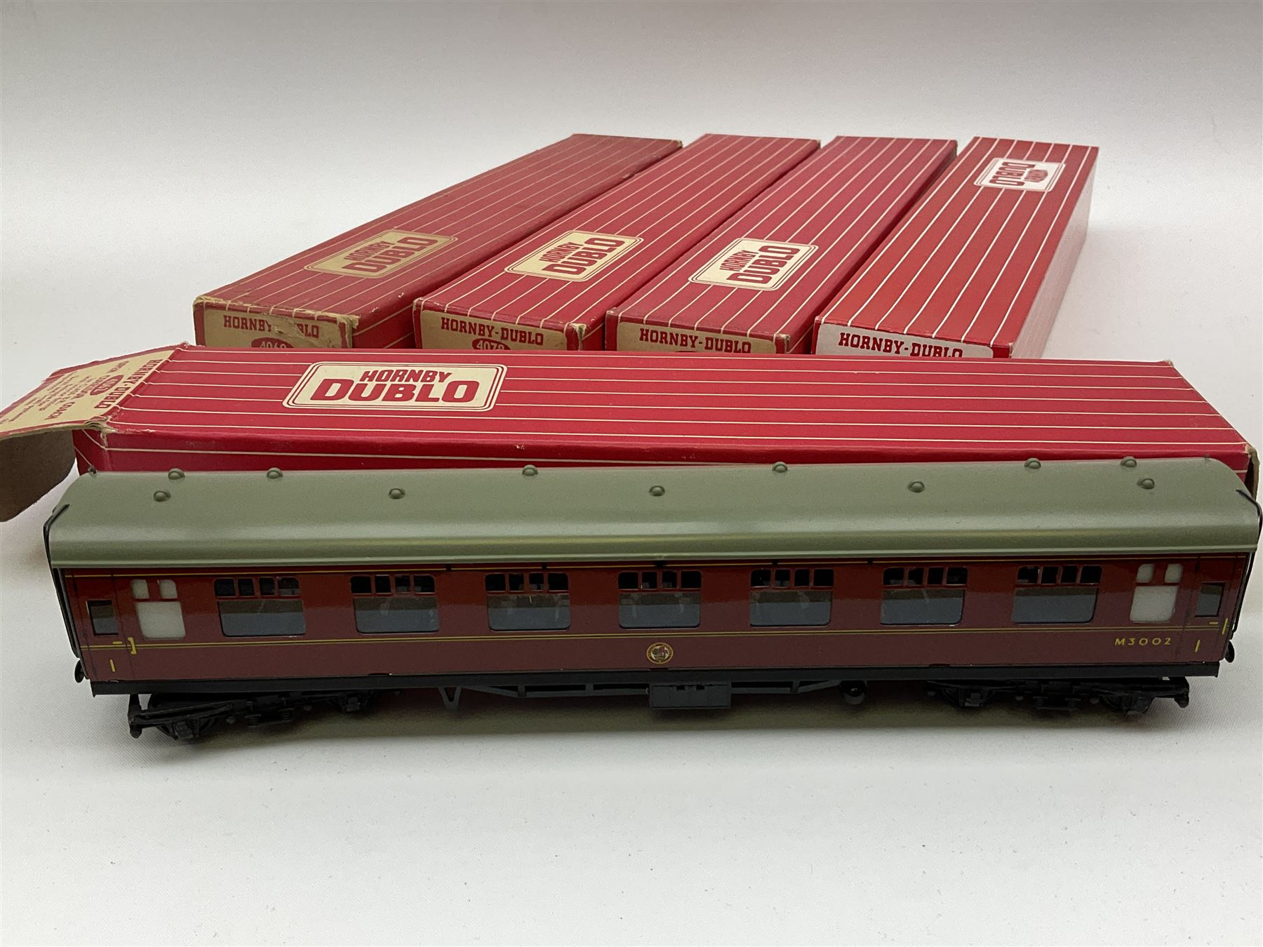 Hornby Dublo - six coaches comprising 4052 Corridor Coach 1st/2nd B.R. in Tony Cooper 1986 box; 4053 - Image 3 of 3