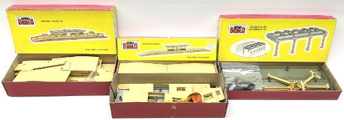 Hornby Dublo - 5006 Engine Shed Extension Kit; 5085 Suburban Station Kit with instructions; and 5030