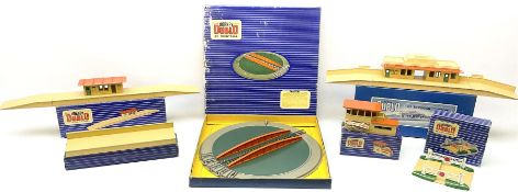 Hornby Dublo - six D1 accessories comprising Turntable; Through Station with white edges and separat