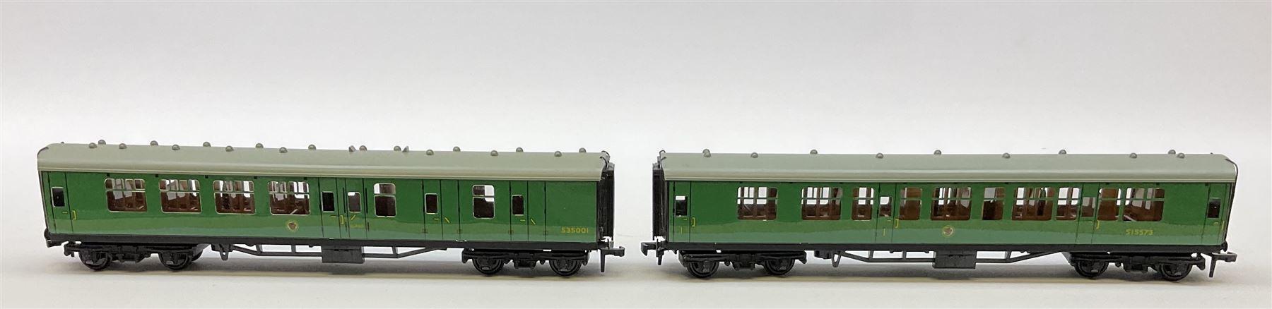 Hornby Dublo - six coaches comprising 4050 Corridor Coach 1st/2nd W.R.; 4051 Corridor Coach Brake/2n - Image 4 of 5