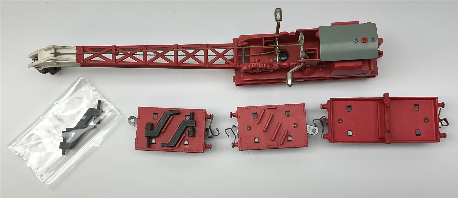Hornby Dublo - Breakdown Crane No.4062 with screw jacks in plain red box with end label; D1 Girder B - Image 4 of 11
