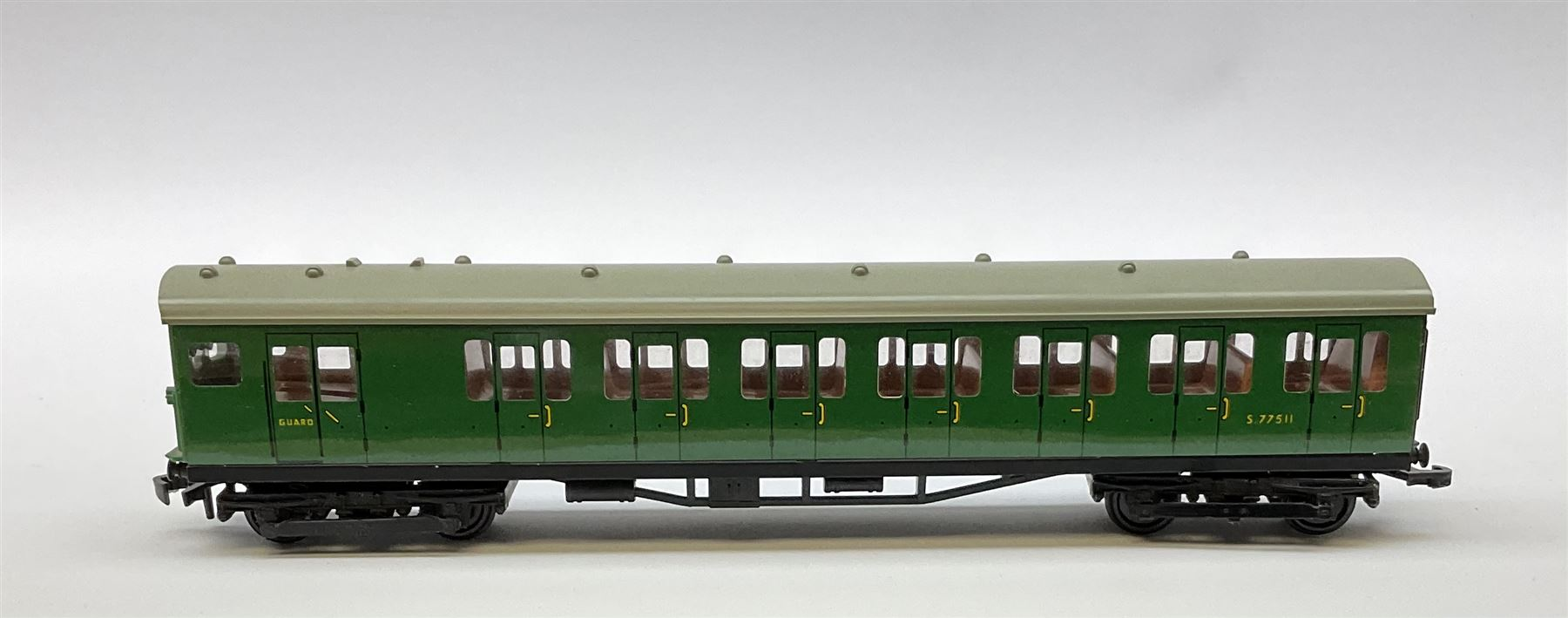 Hornby Dublo - 4076 Six- Wheeled Passenger Brake Van; and 4150 Electric Driving Trailer Coach S.R.; - Image 2 of 4