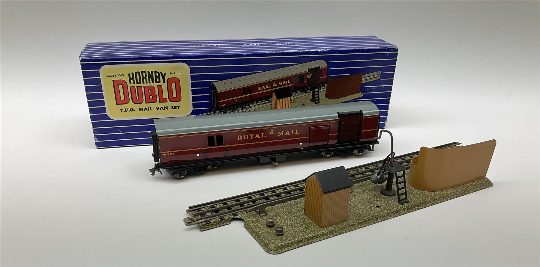 Hornby Dublo - Breakdown Crane No.4062 with screw jacks in plain red box with end label; D1 Girder B - Image 9 of 11
