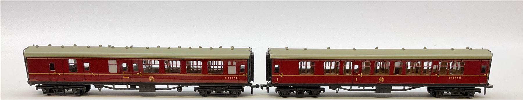Hornby Dublo - six coaches comprising 4050 Corridor Coach 1st/2nd W.R.; 4051 Corridor Coach Brake/2n - Image 3 of 5