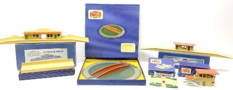 Hornby Dublo - six D1 accessories comprising Turntable; Through Station with separately boxed Platfo