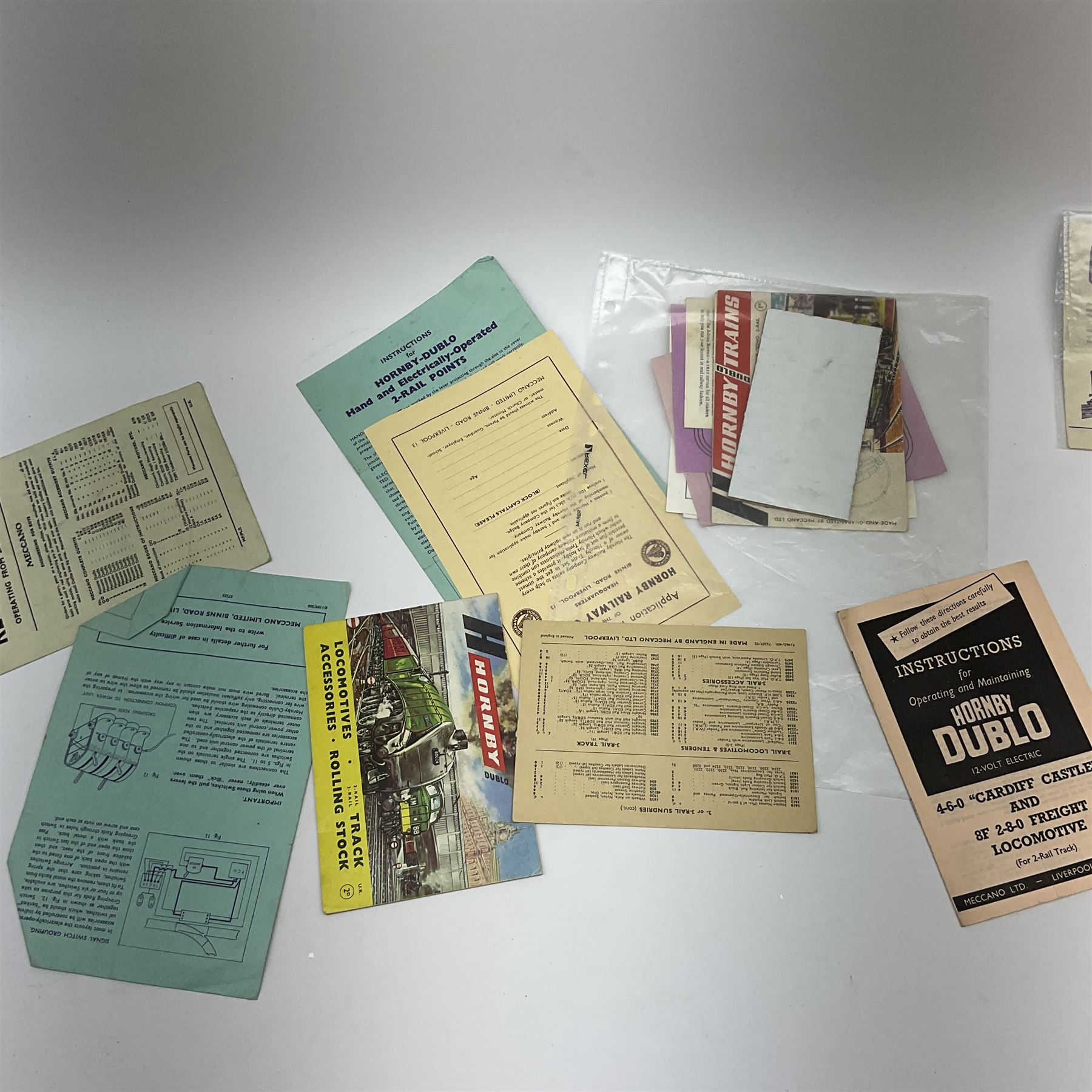 Hornby Dublo - quantity of paper ephemera including Electric Trains catalogues 1960 & 1961; Rail Lay - Image 7 of 9