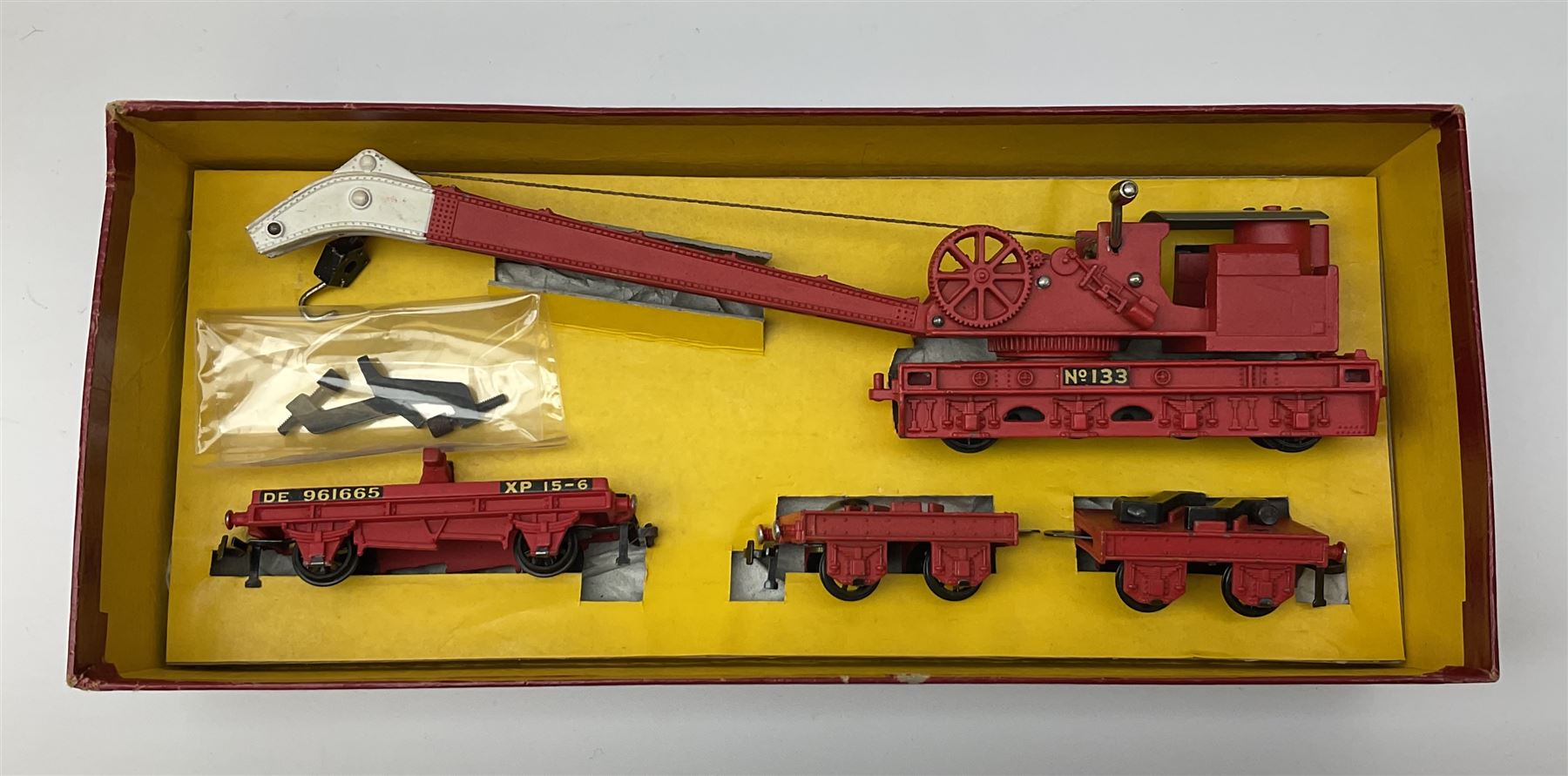 Hornby Dublo - Breakdown Crane No.4062 with screw jacks in plain red box with end label; D1 Girder B - Image 7 of 11