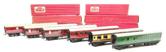 Hornby Dublo - six coaches comprising 4026 Suburban Coach Brake/2nd S.R.; 4047 Composite Restaurant