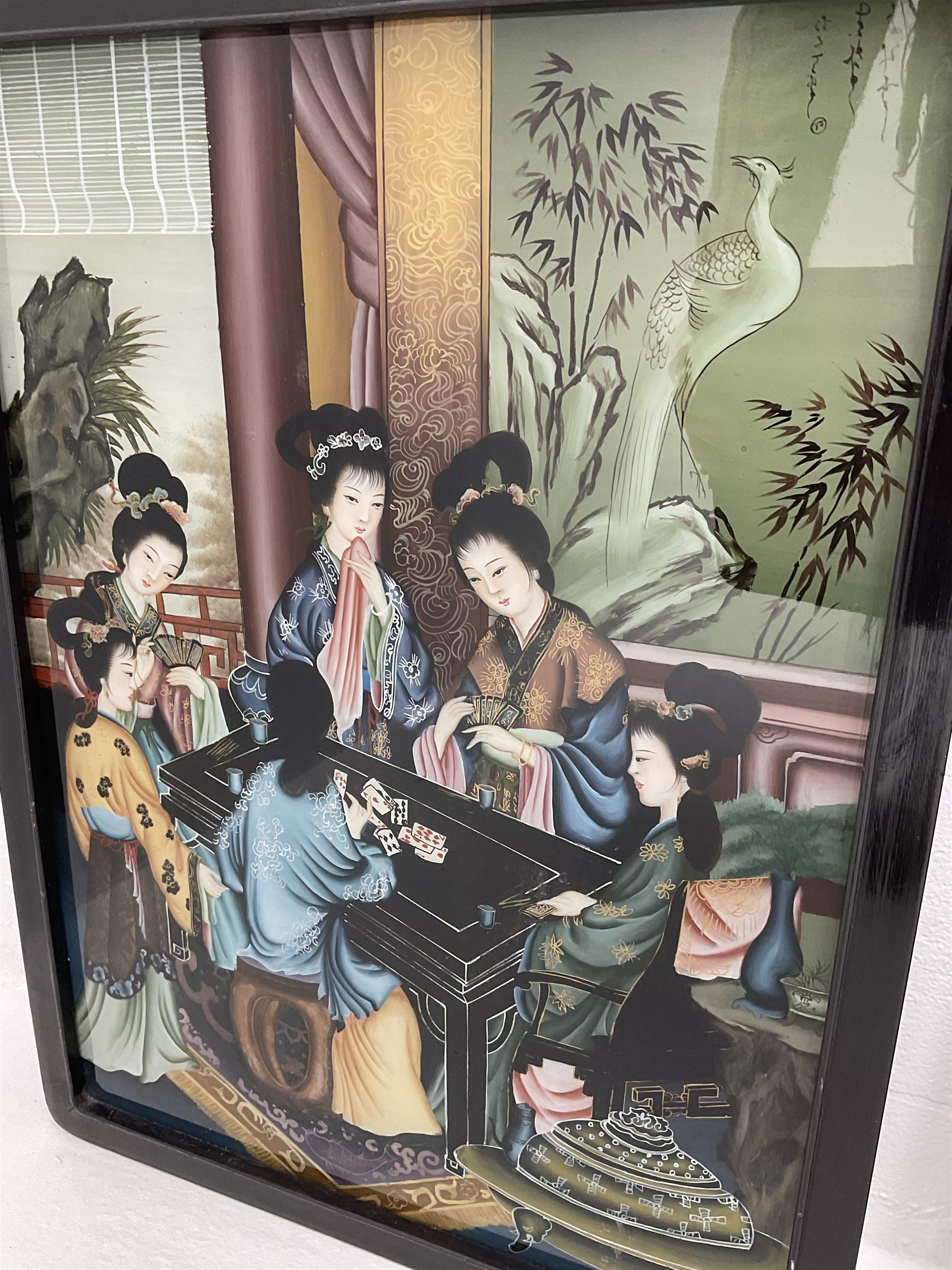 A pair of Chinese back-painted glass pictures depicting geisha - Image 3 of 4