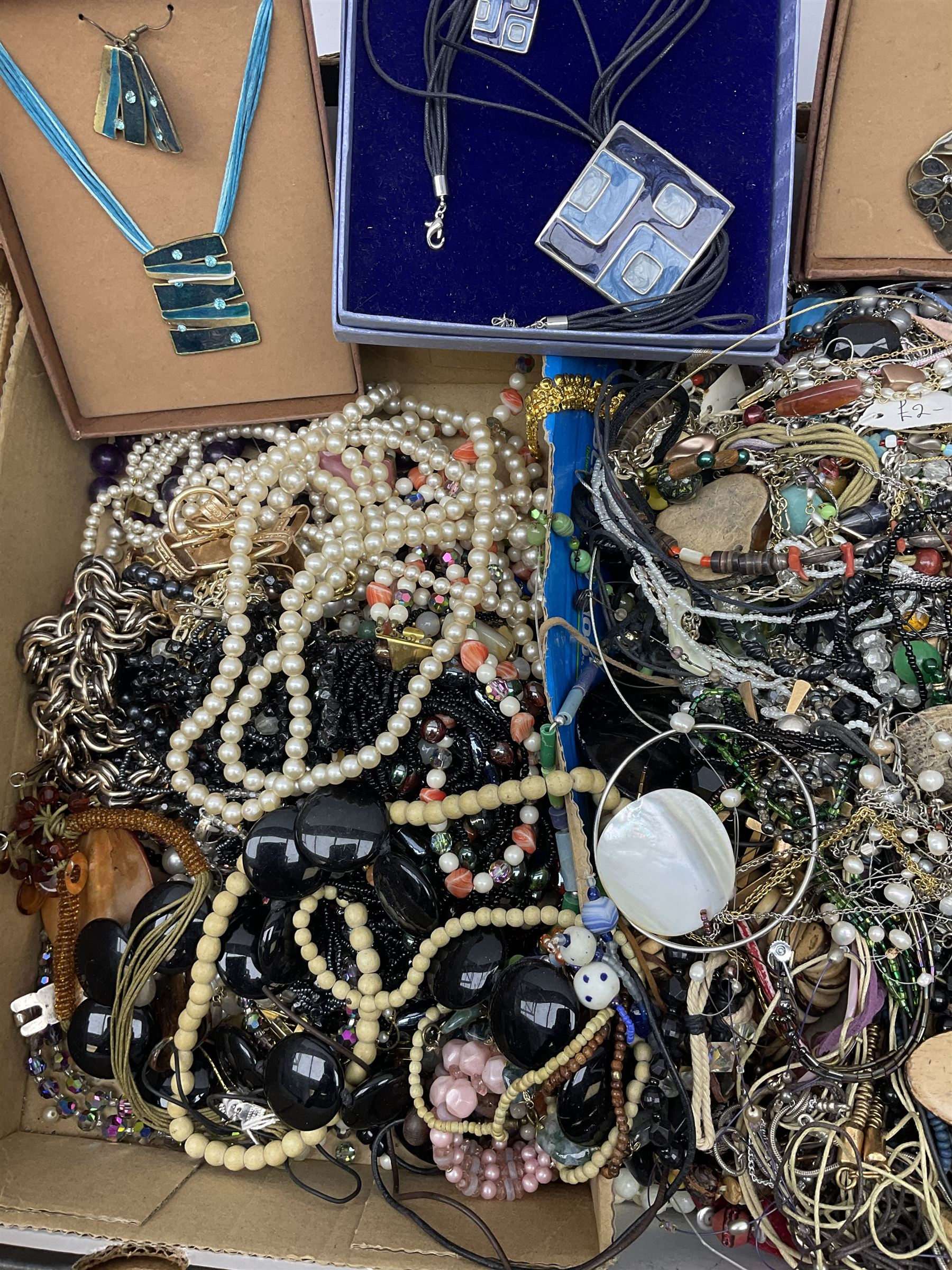 Quantity of costume jewellery including - Image 3 of 4