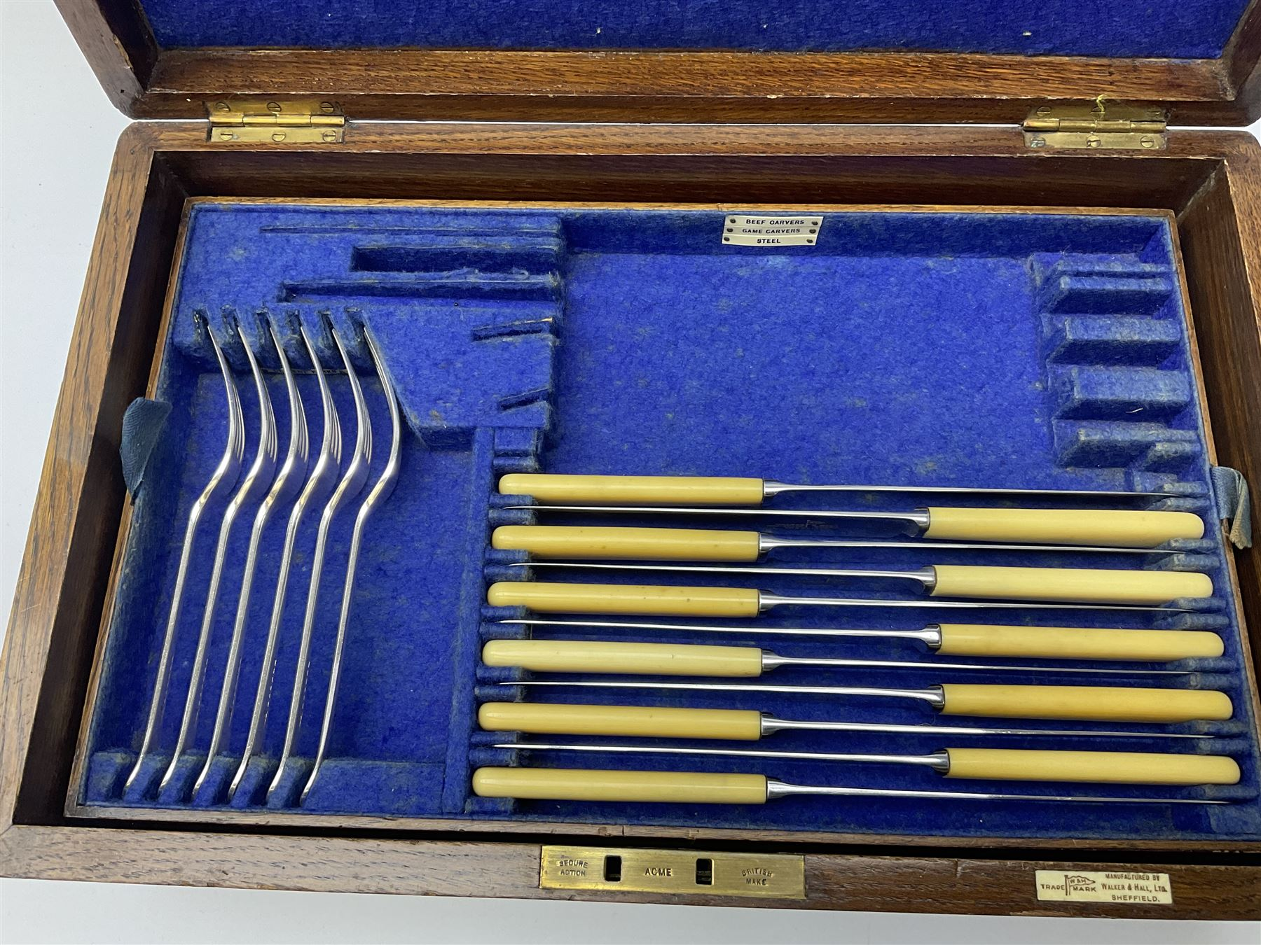 A Walker & Hall oak cased silver plated part canteen - Image 4 of 5