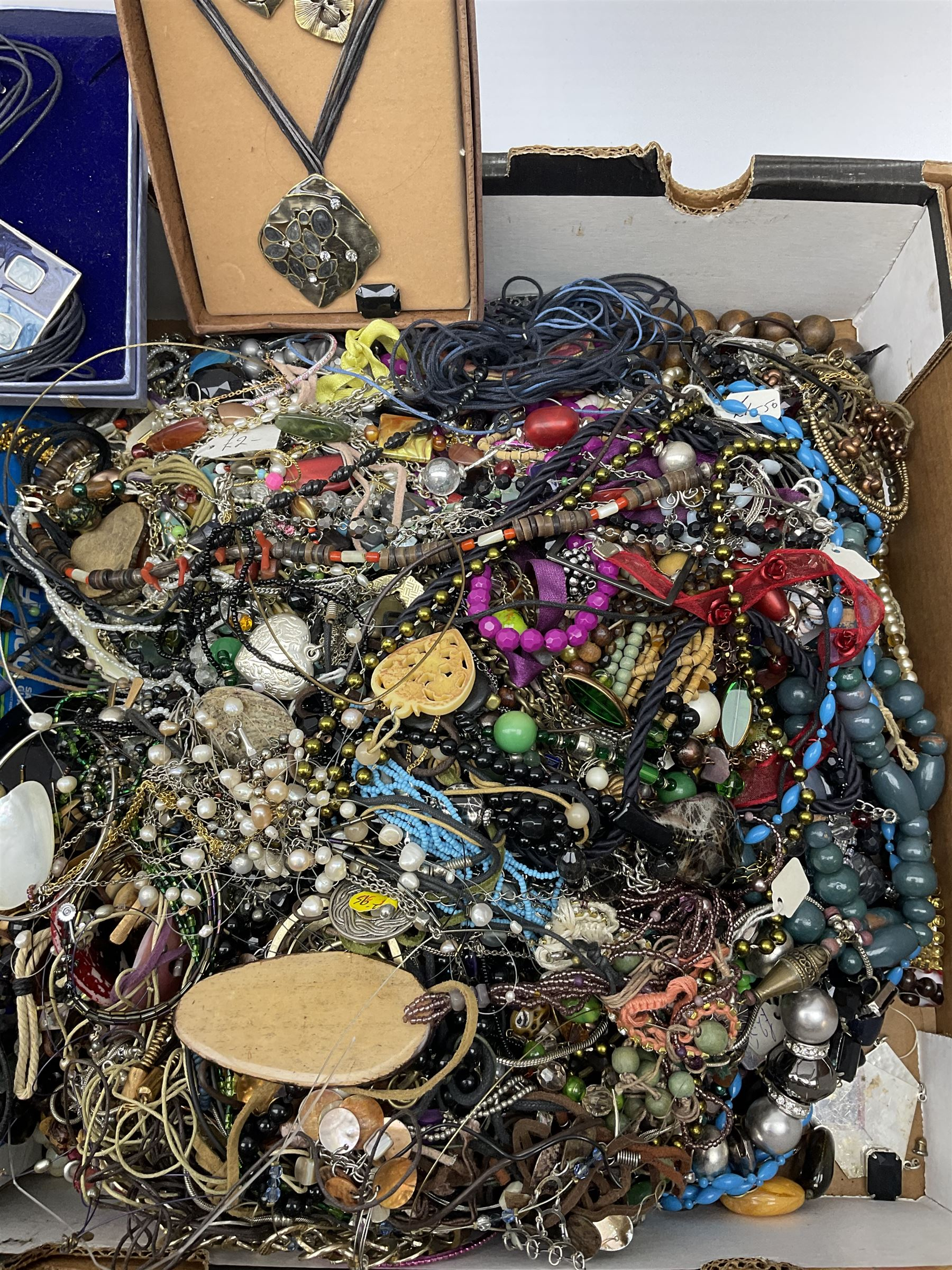 Quantity of costume jewellery including - Image 4 of 4