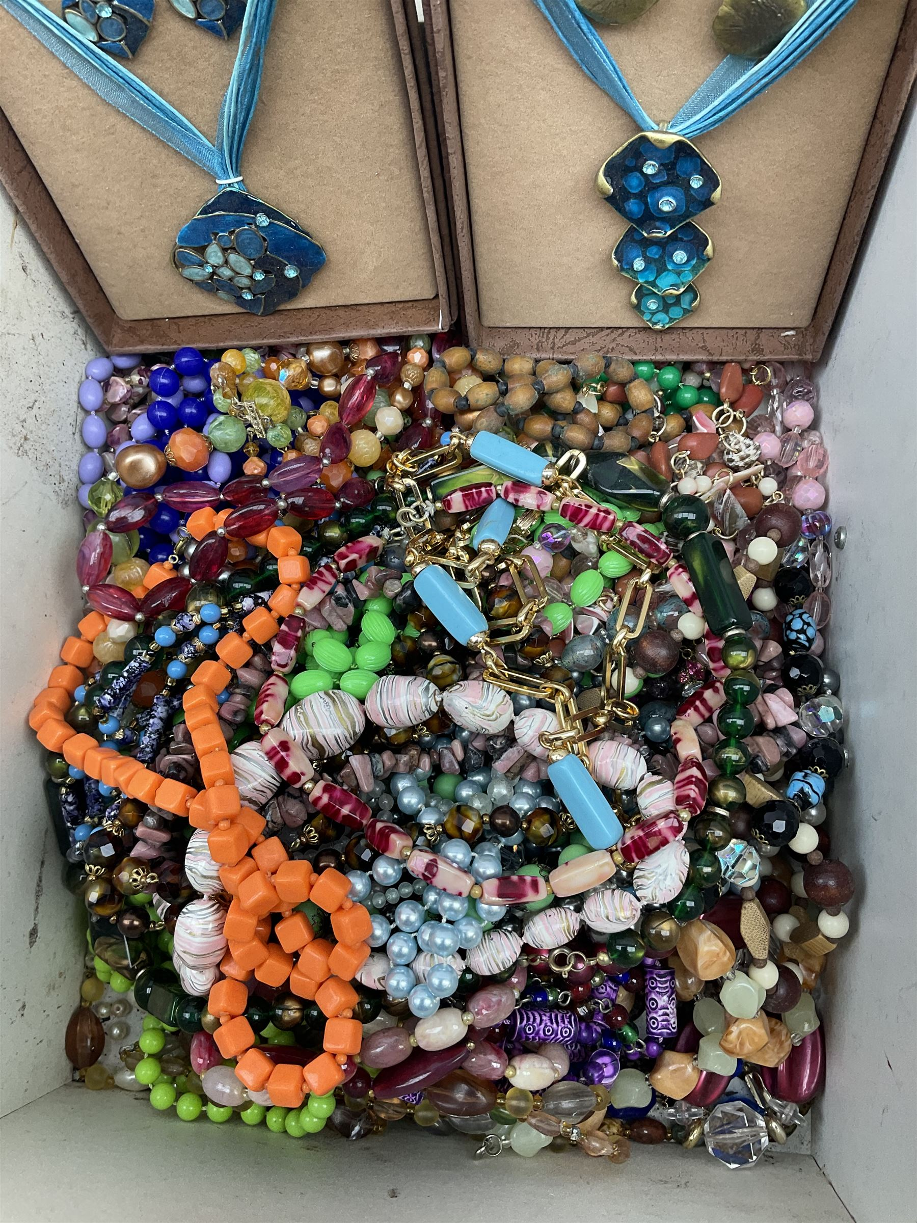 Quantity of costume jewellery including - Image 2 of 4