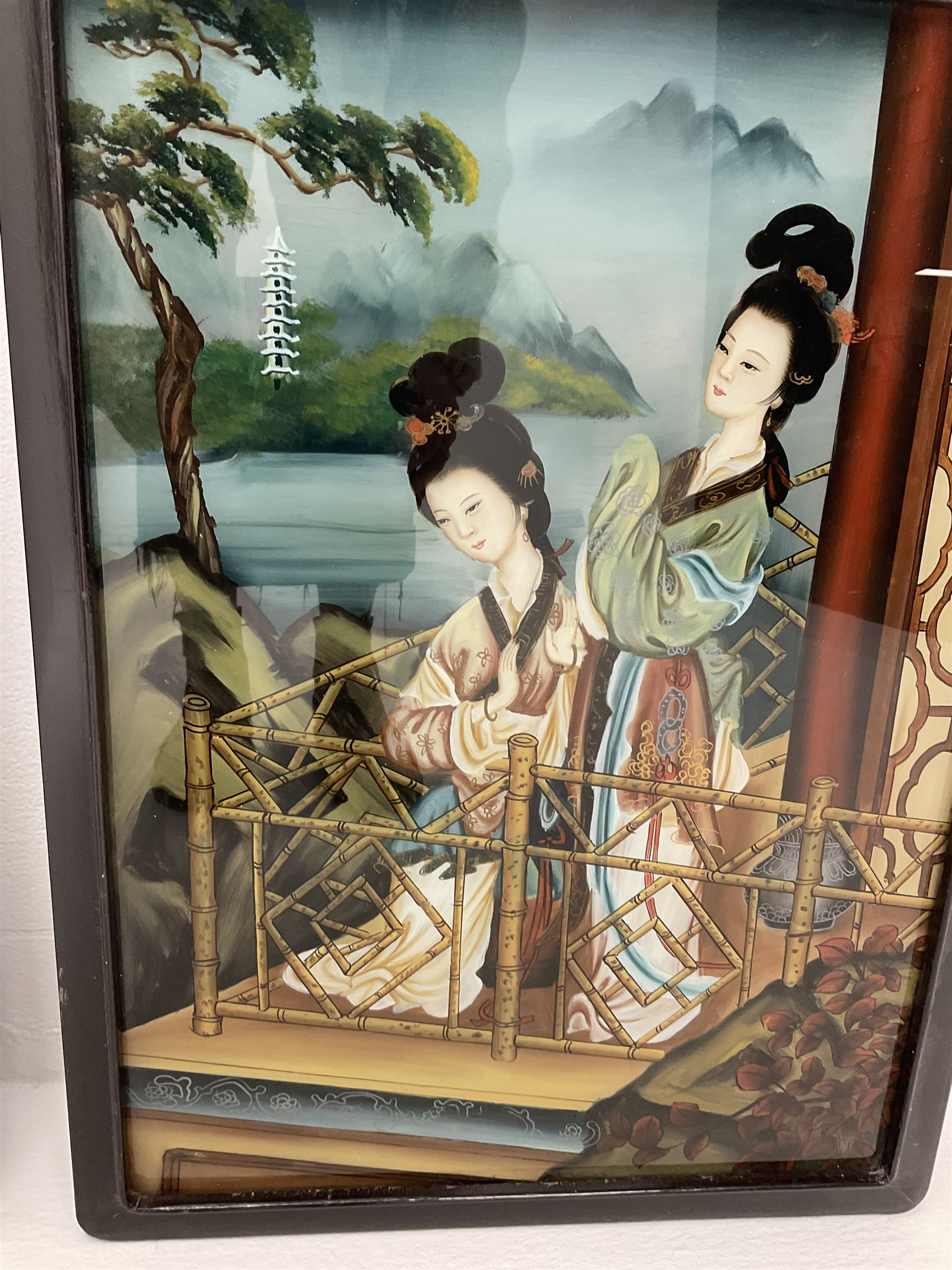 A pair of Chinese back-painted glass pictures depicting geisha - Image 2 of 4