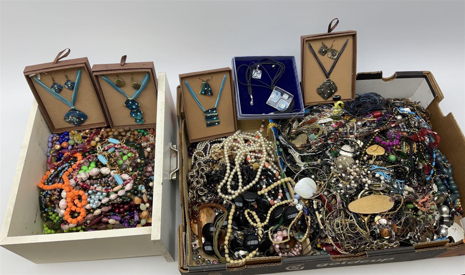 Quantity of costume jewellery including