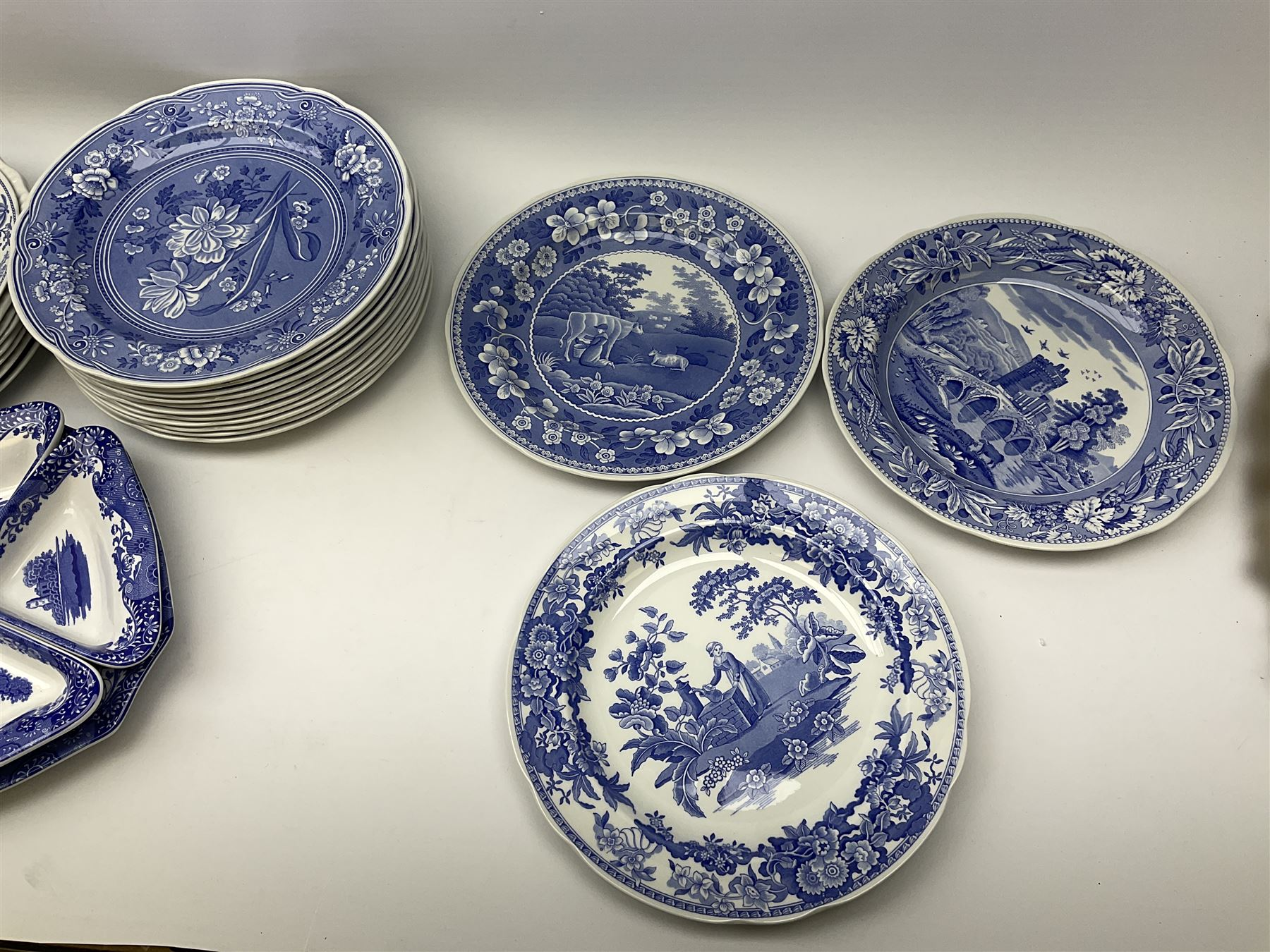 A collection of Spode blue and white ceramics - Image 13 of 16