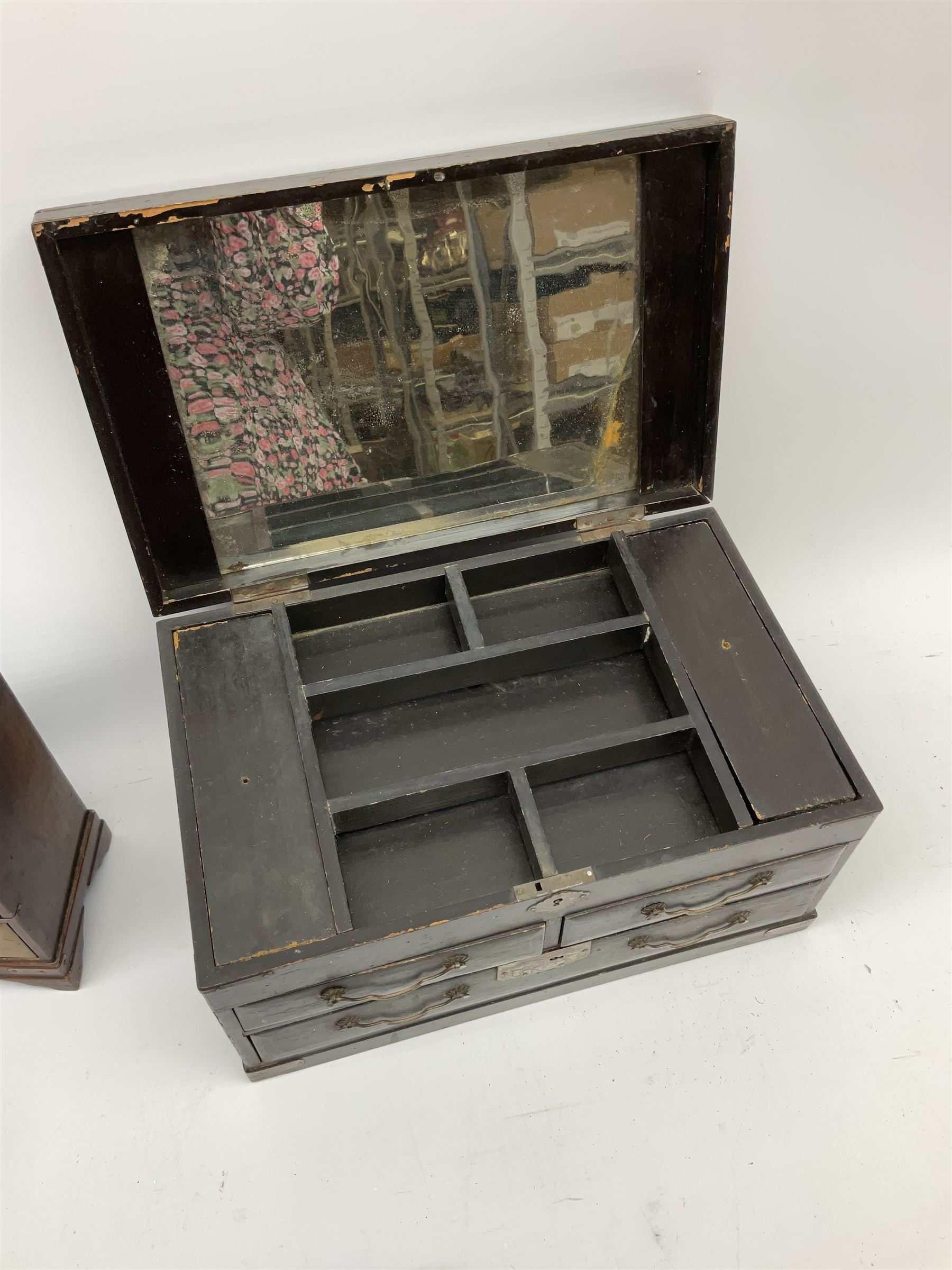 A 19th century Cantonese tea caddy. of rectangular form with canted corners - Image 3 of 4