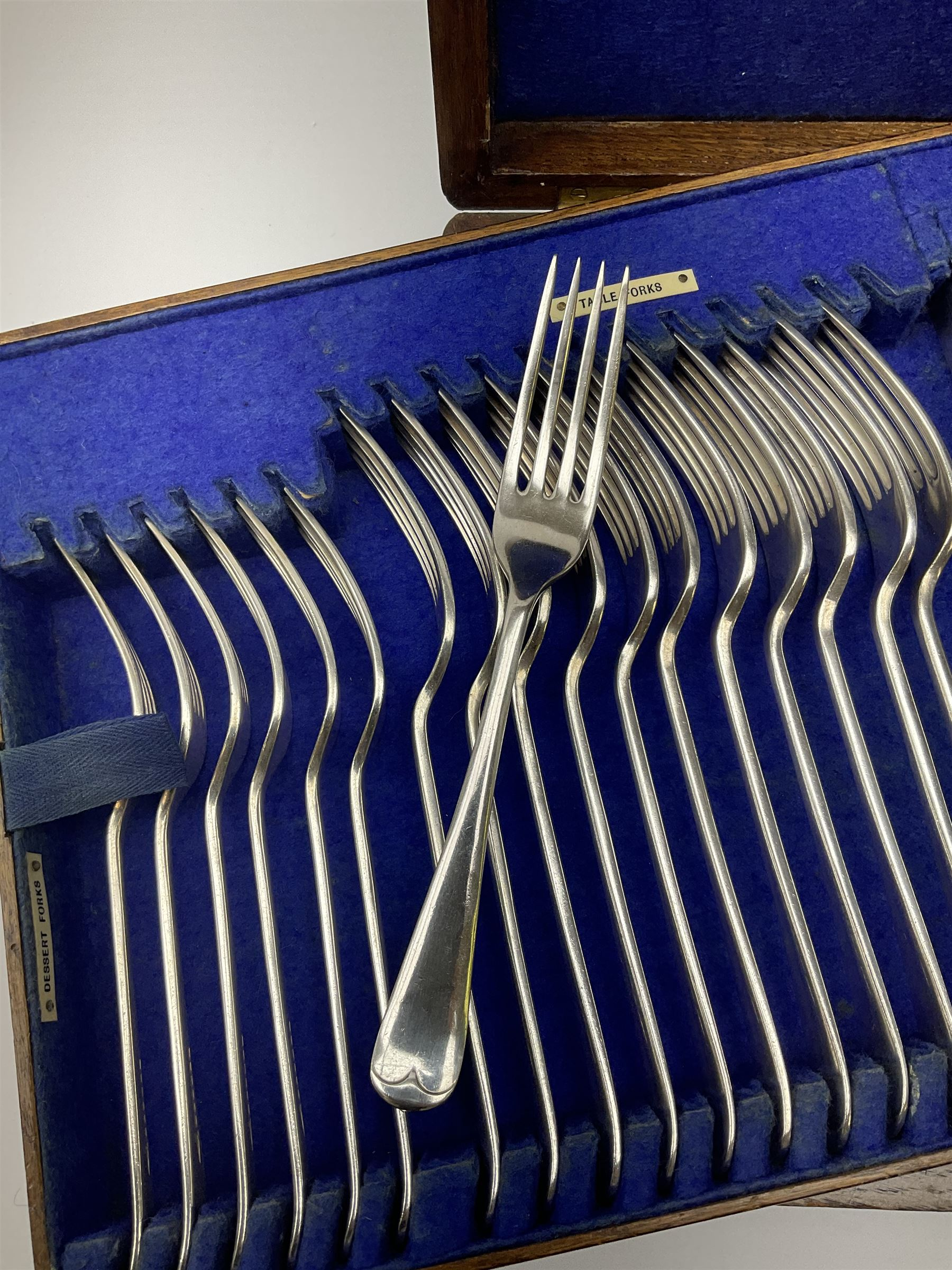 A Walker & Hall oak cased silver plated part canteen - Image 3 of 5
