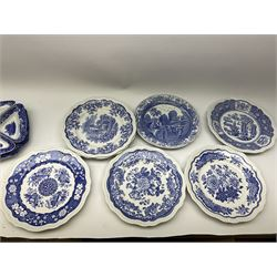 A collection of Spode blue and white ceramics - Image 5 of 16