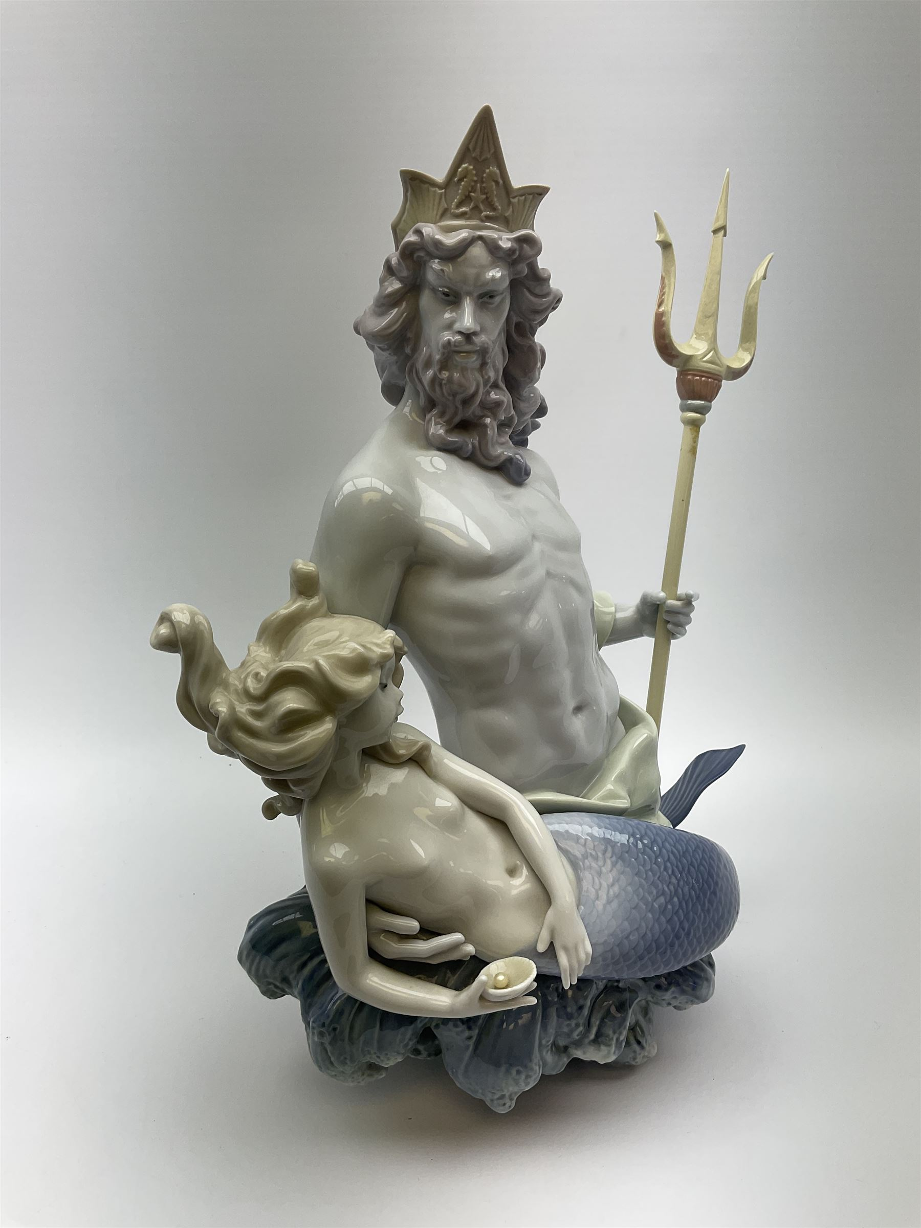 A large Lladro figure - Image 2 of 8