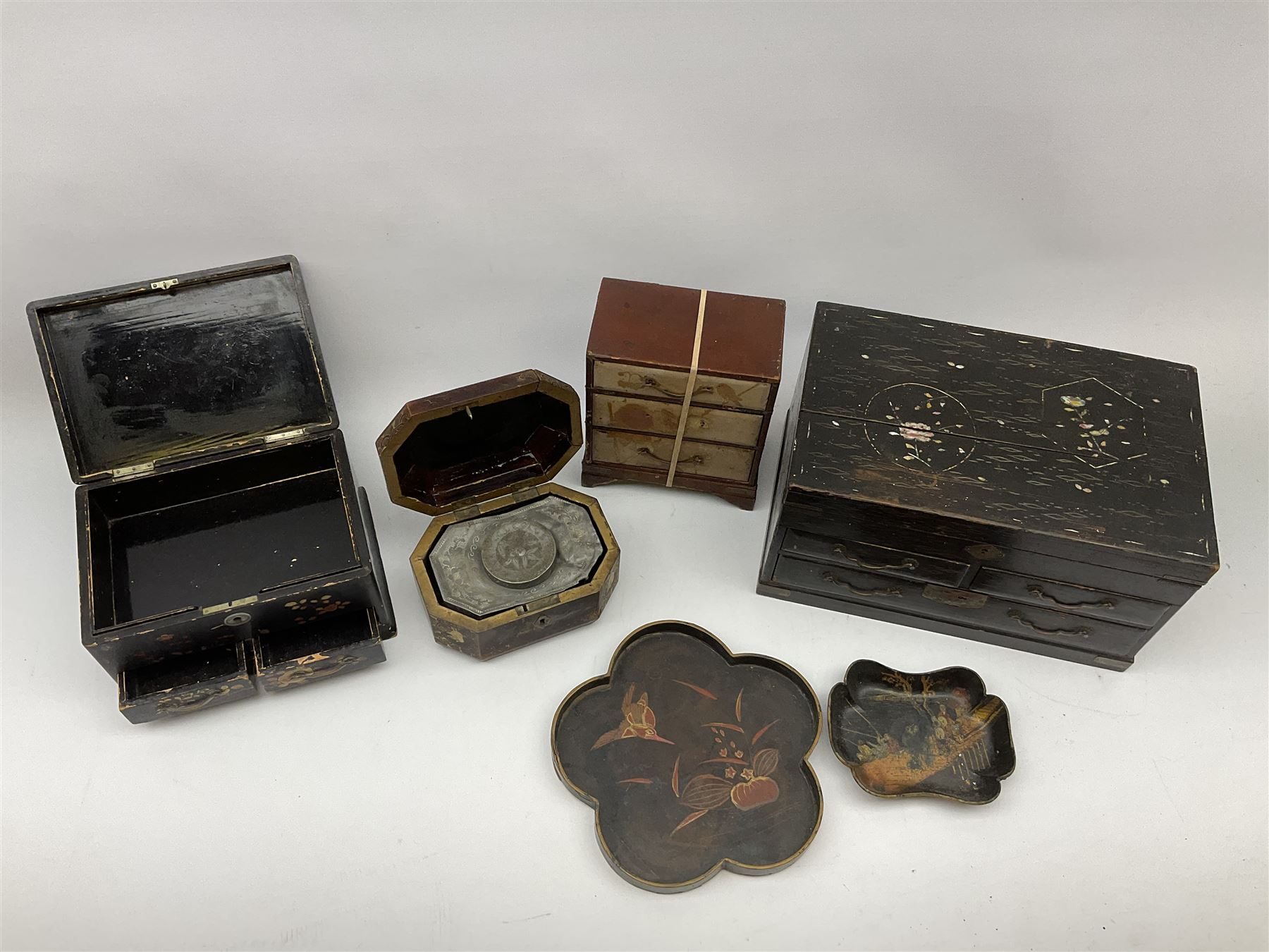 A 19th century Cantonese tea caddy. of rectangular form with canted corners - Image 2 of 4