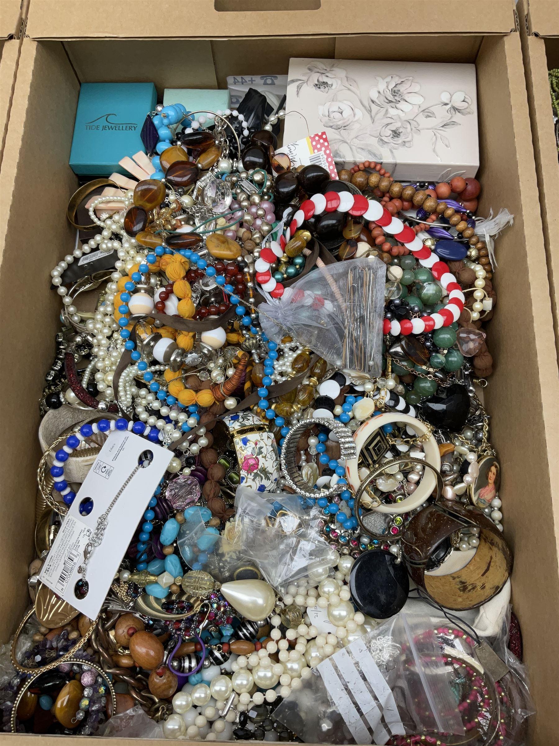 Quantity of costume jewellery including bracelets - Image 3 of 4