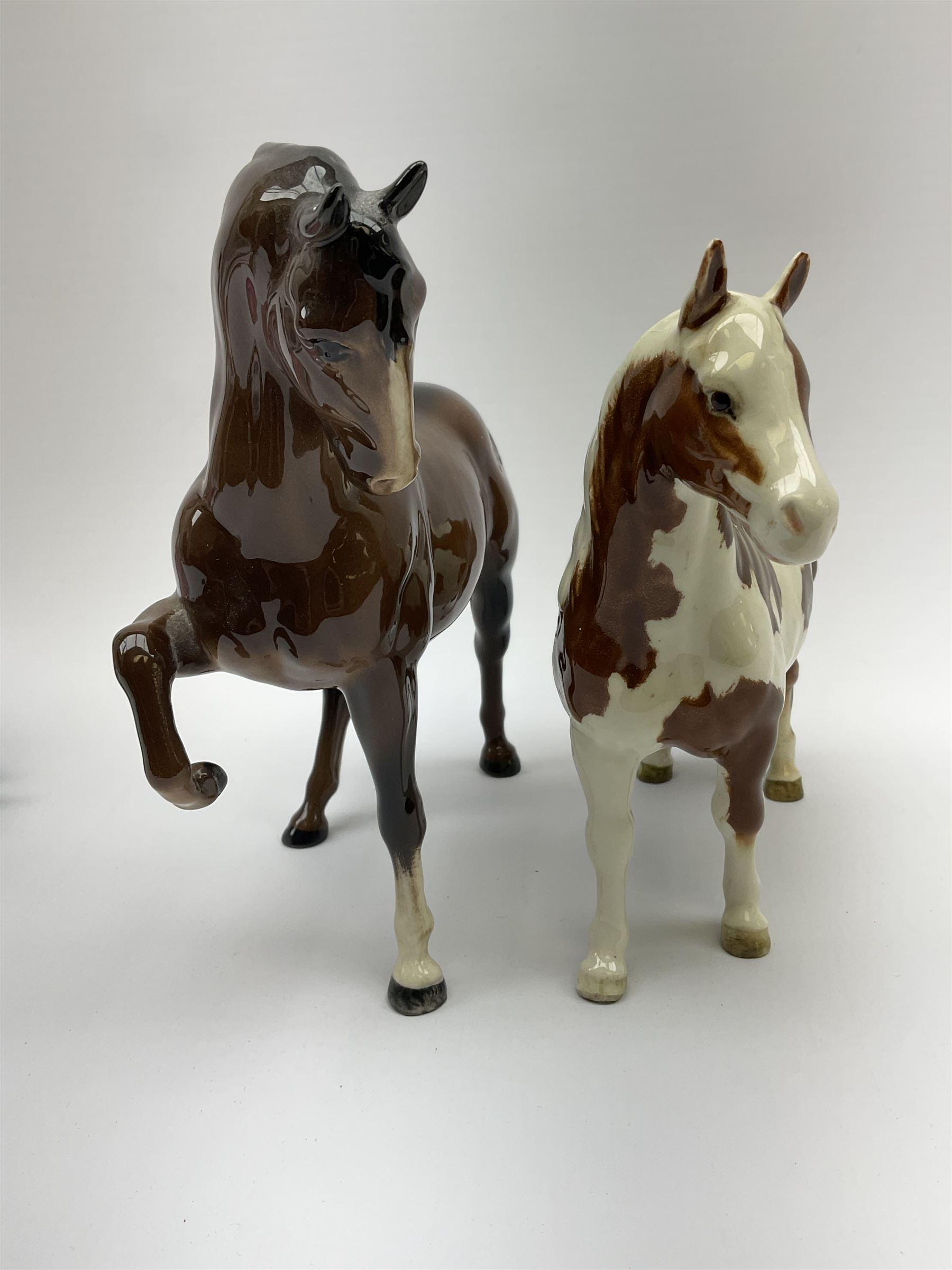 A Beswick Skewbald Pinto pony - Image 5 of 8