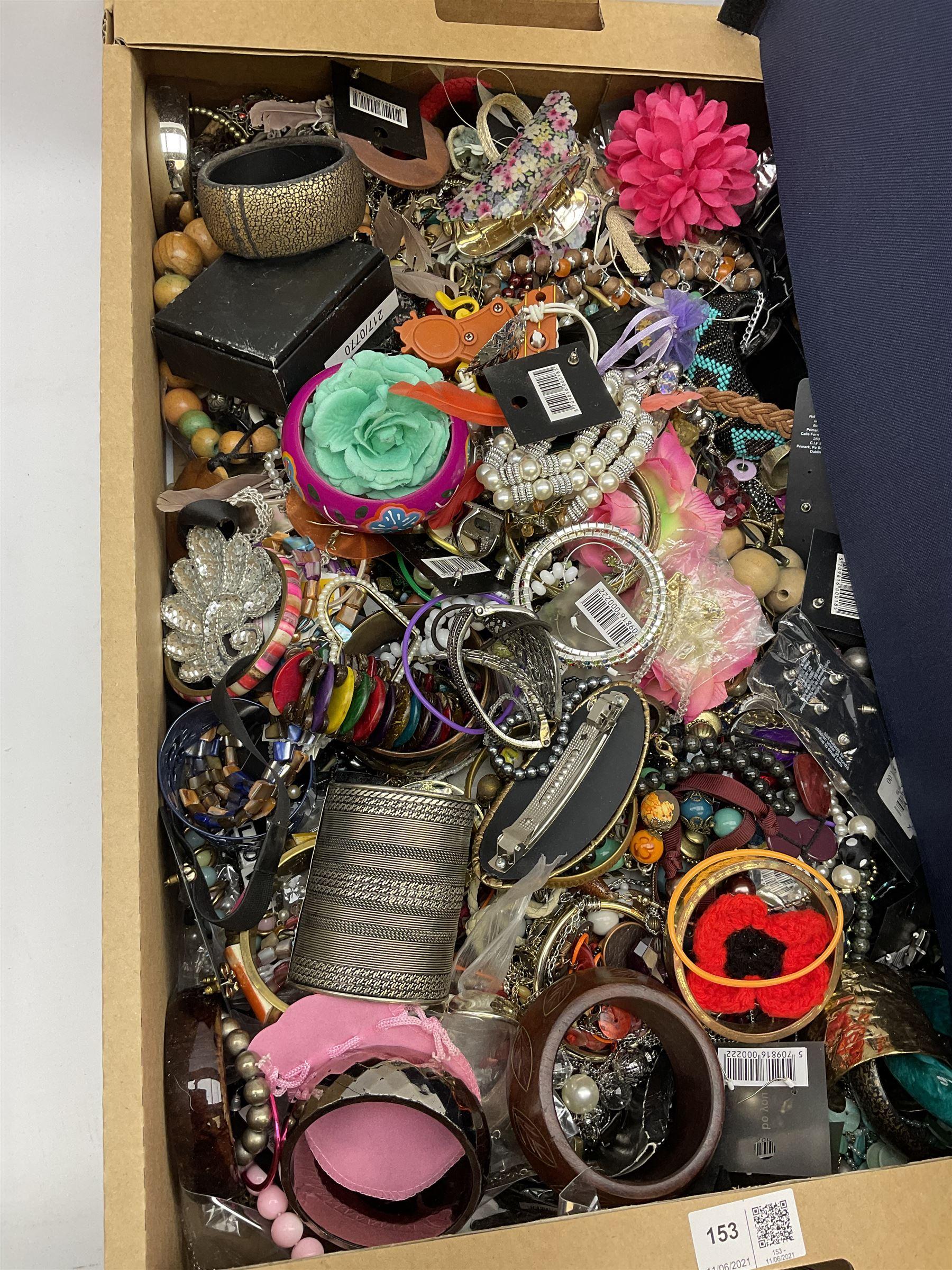 Quantity of costume jewellery including bracelets - Image 2 of 5