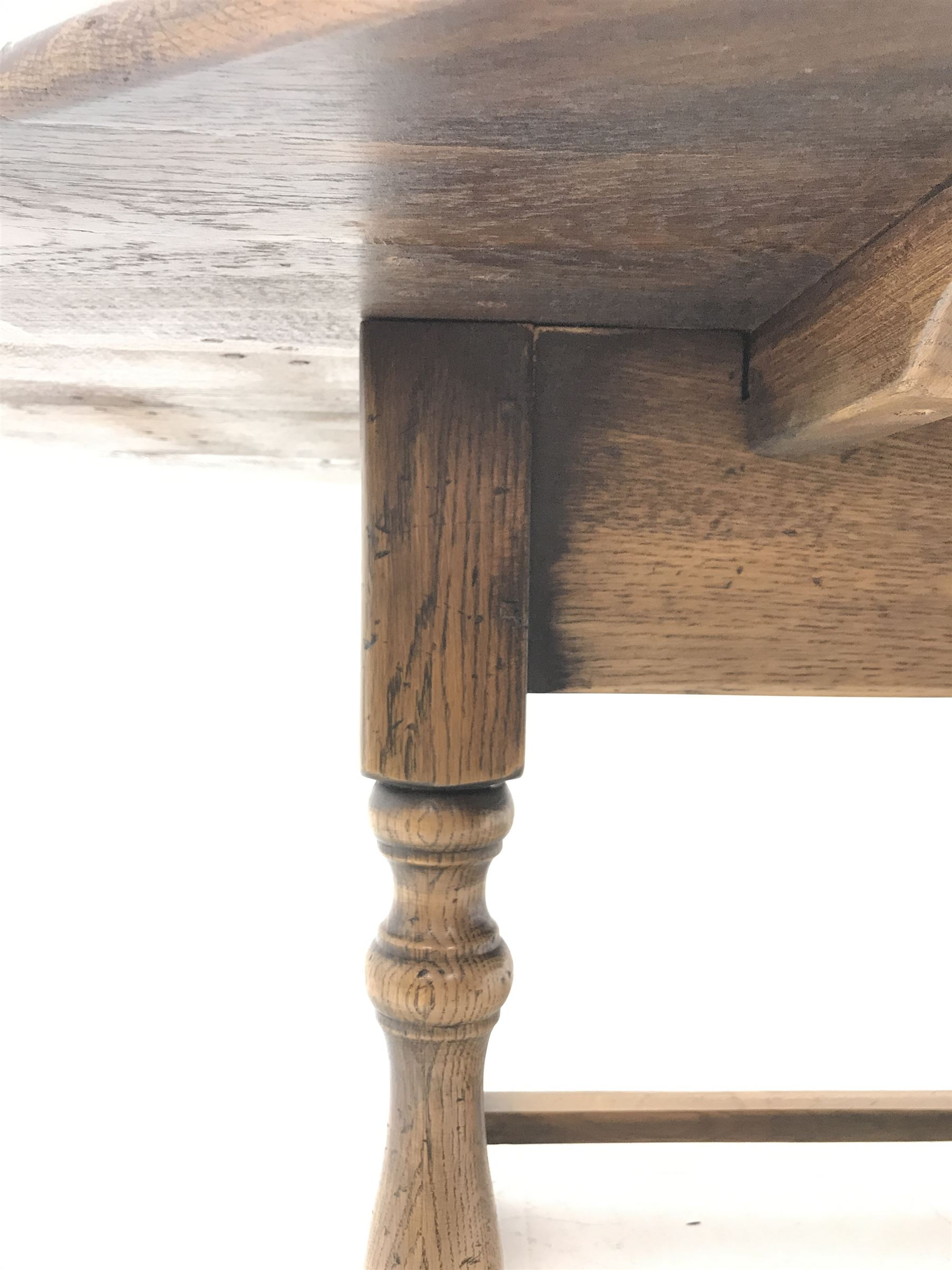 17th century style oval distressed light oak plank top dining table - Image 5 of 5