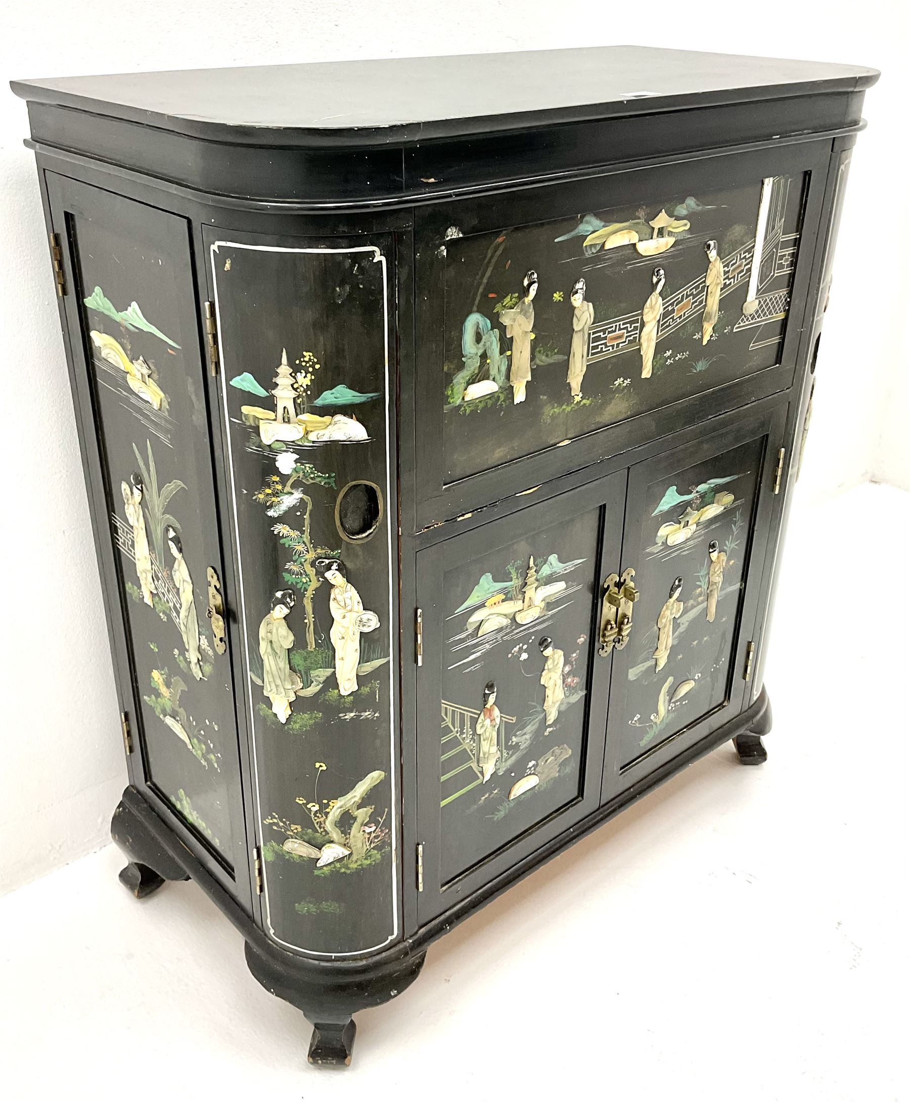 Hong Kong black lacquered cocktail cabinet with shibiyama style decoration of figures in a garden - Image 3 of 6