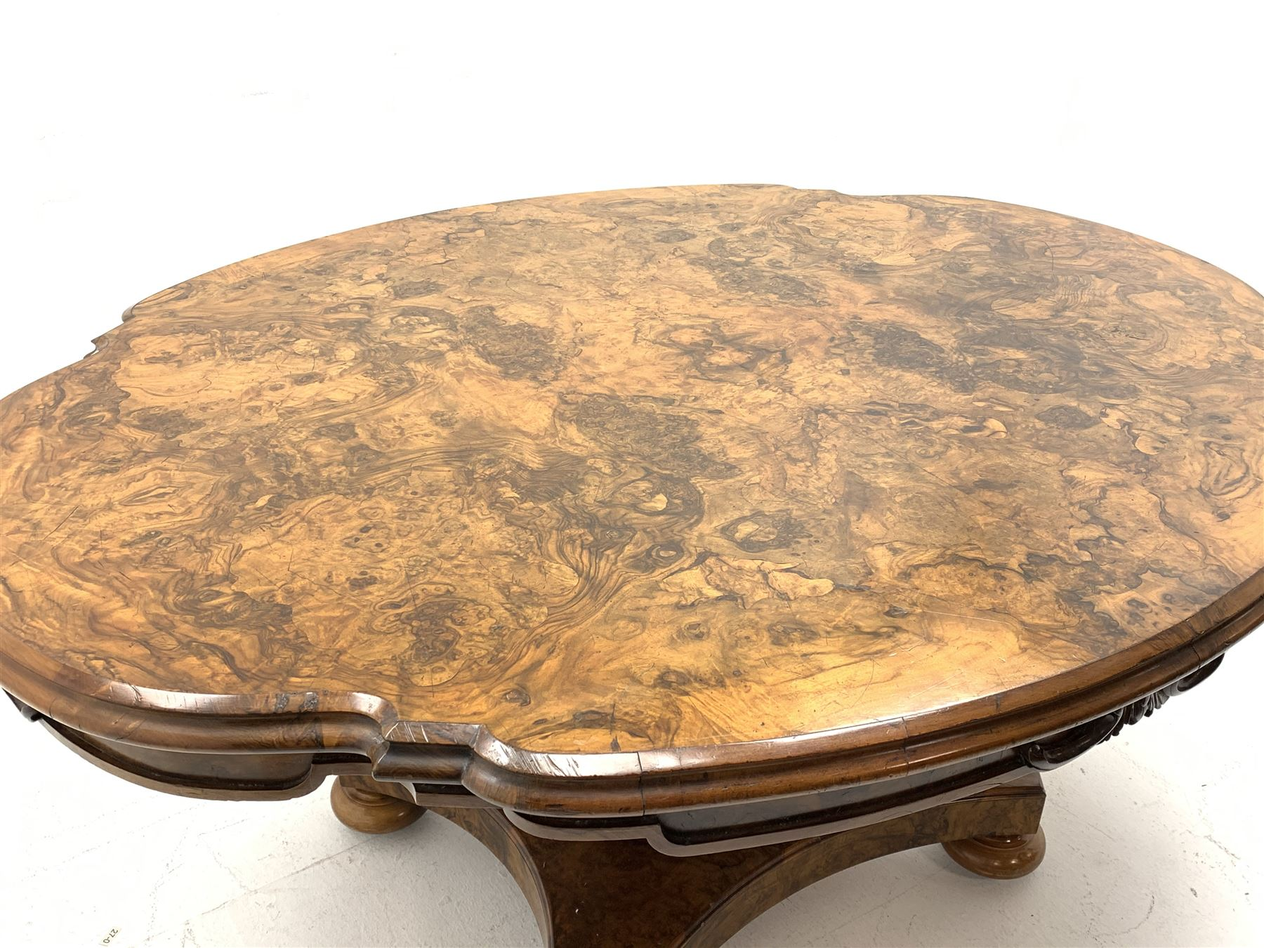 Victorian and later highly figured walnut breakfast table - Image 3 of 9