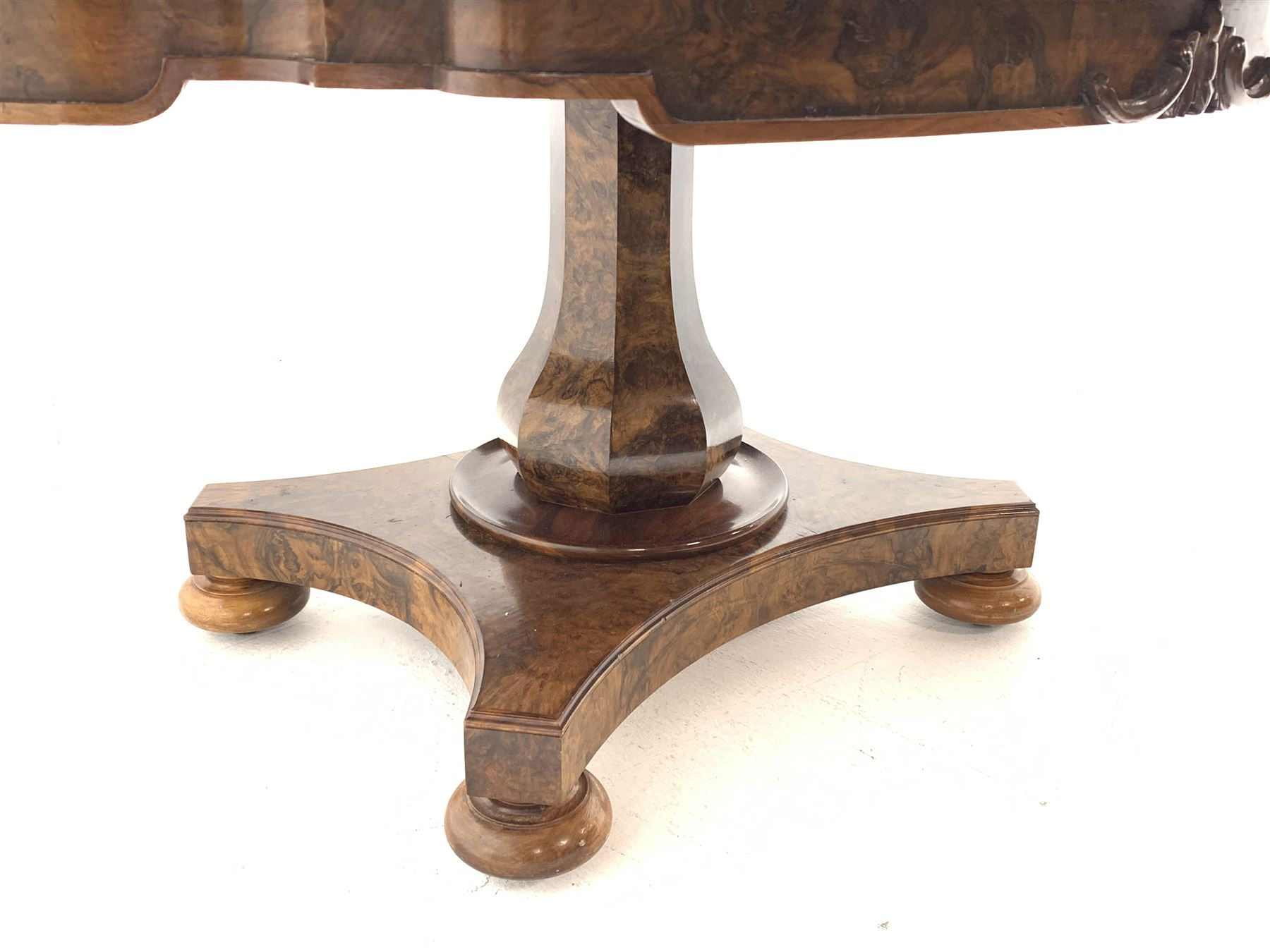Victorian and later highly figured walnut breakfast table - Image 4 of 9