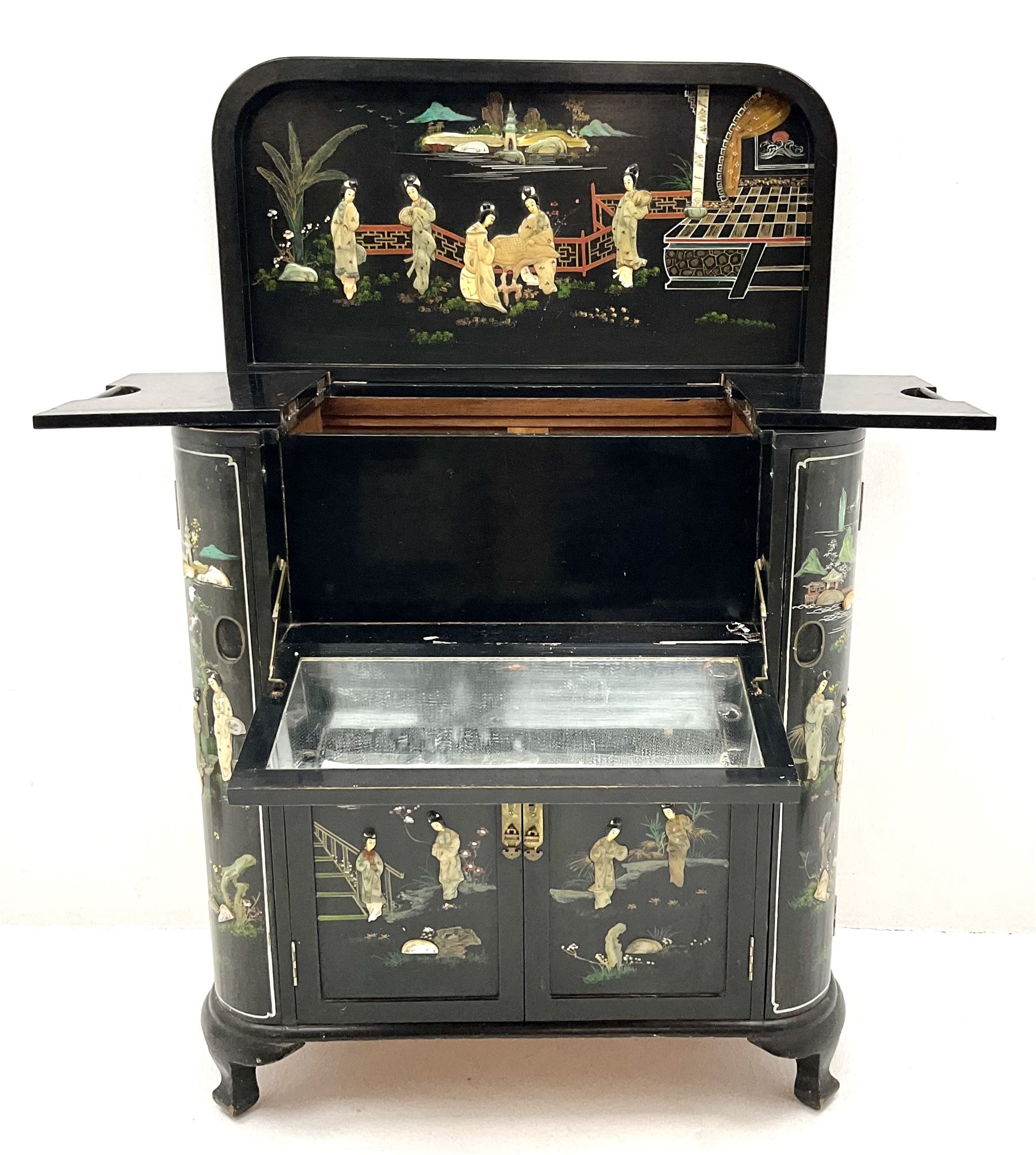 Hong Kong black lacquered cocktail cabinet with shibiyama style decoration of figures in a garden - Image 4 of 6
