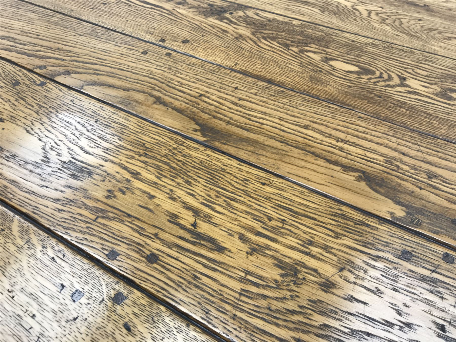 17th century style oval distressed light oak plank top dining table - Image 3 of 5