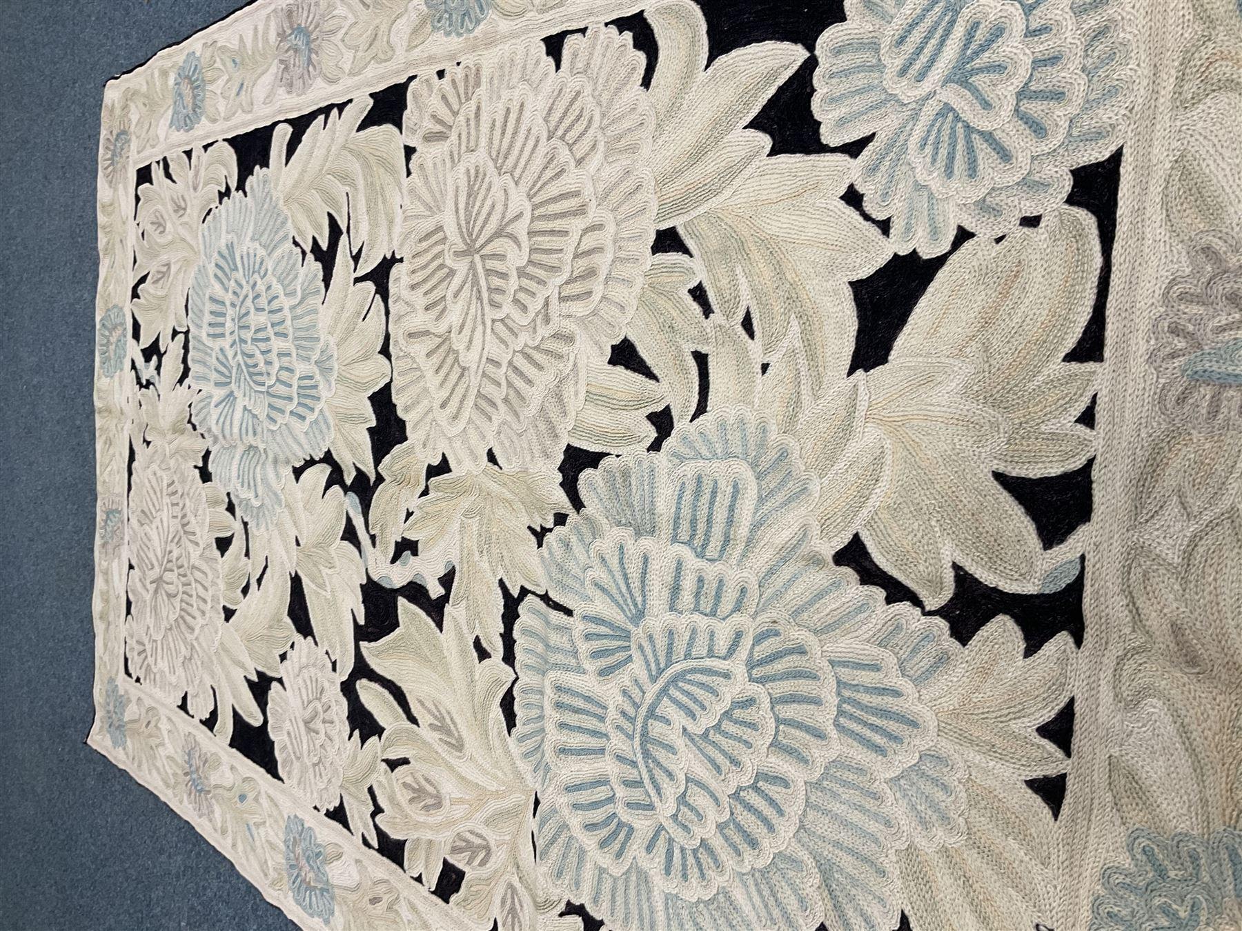 Kashmiri hand stick wool chain ivory ground rug - Image 2 of 3