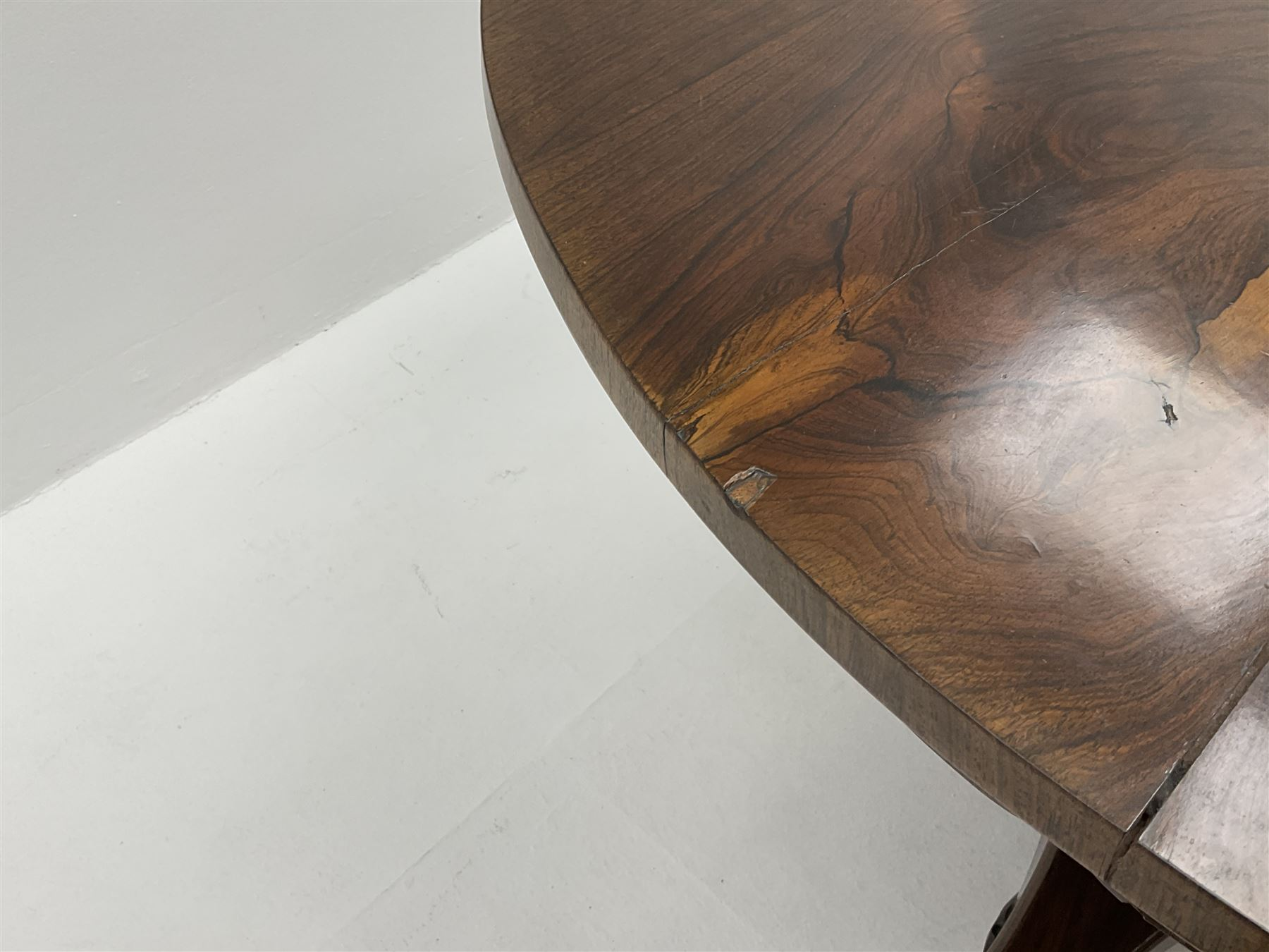 Early Victorian rosewood circular tilting dining table - Image 5 of 5