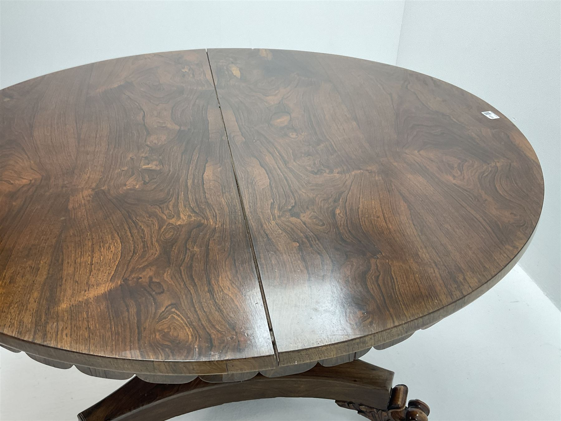 Early Victorian rosewood circular tilting dining table - Image 4 of 5