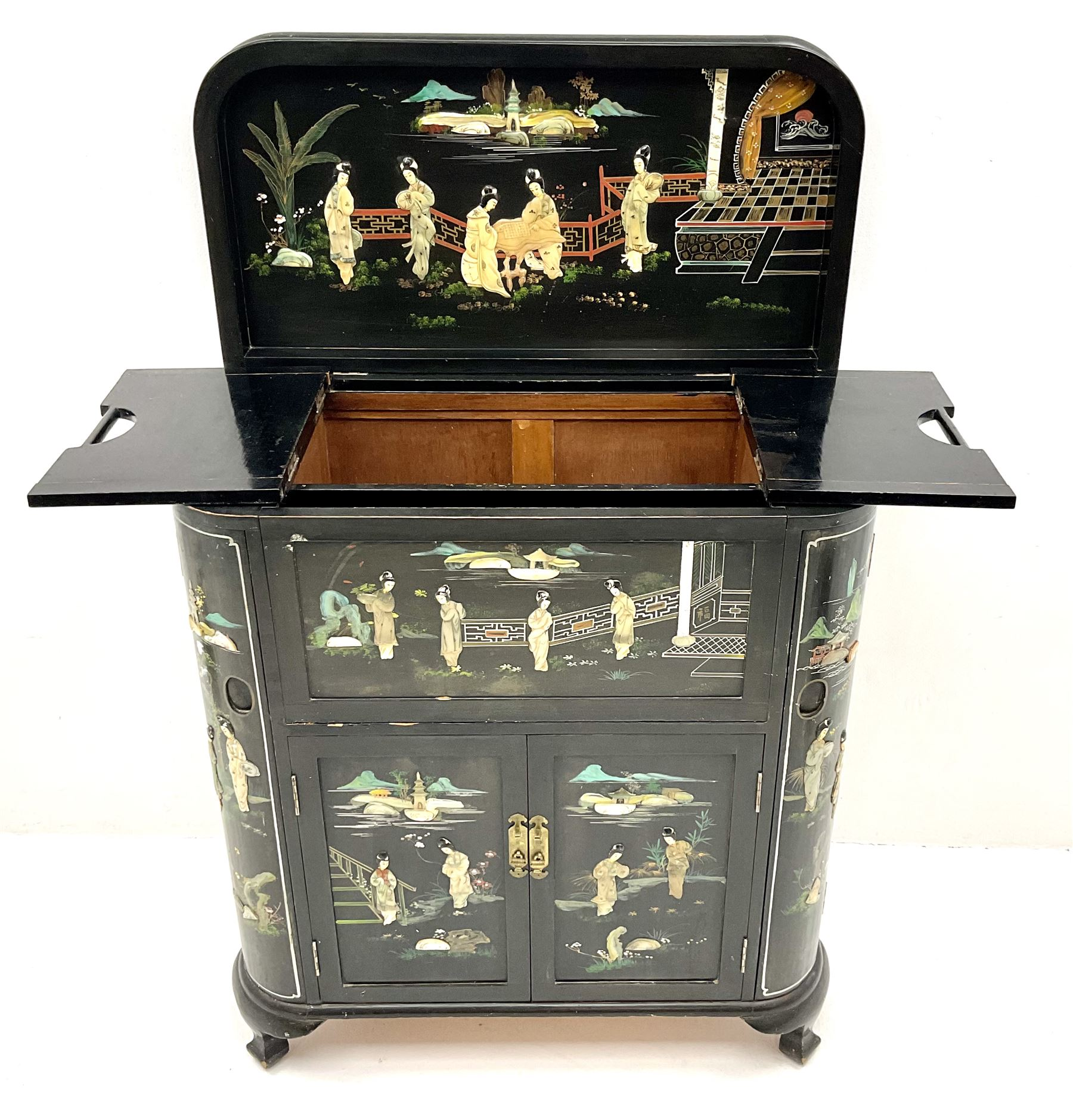 Hong Kong black lacquered cocktail cabinet with shibiyama style decoration of figures in a garden - Image 6 of 6