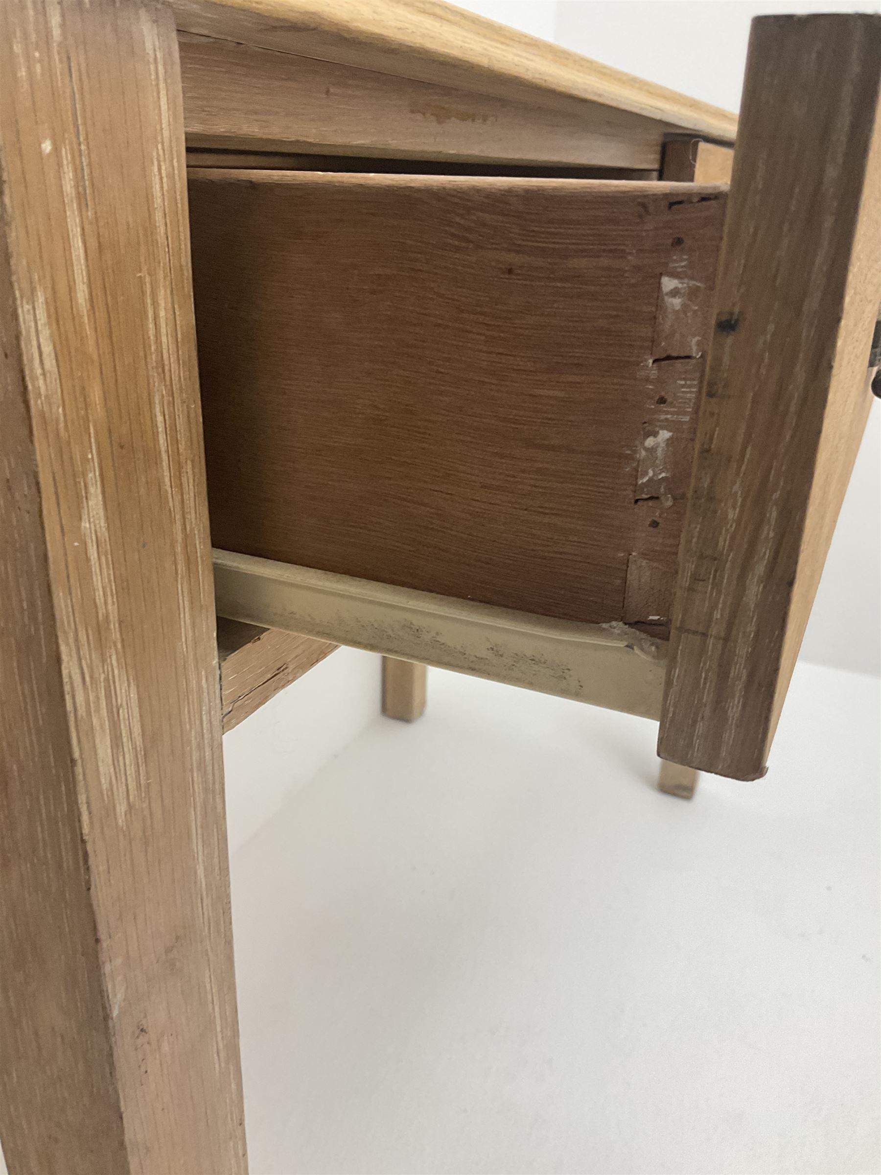 Light oak side table - Image 2 of 3